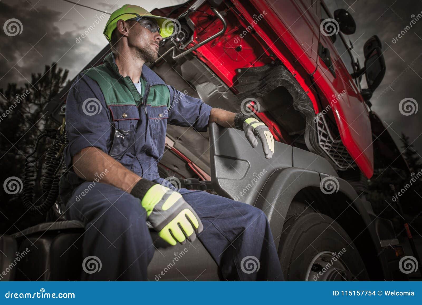 Pro-mekaniker för halv lastbil