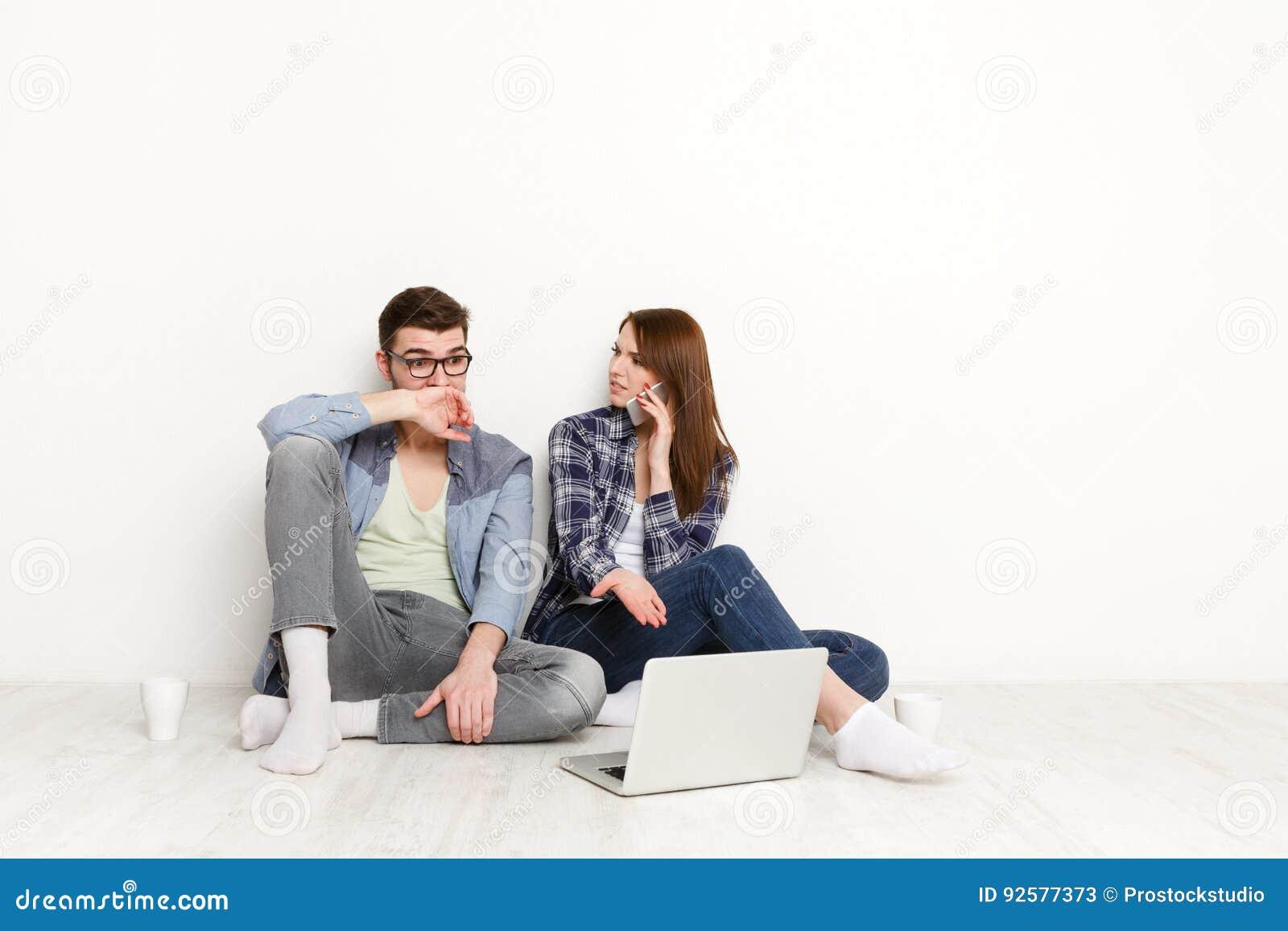 probl me financier couple choqu avec des factures image stock image du neuf finances 92577373. Black Bedroom Furniture Sets. Home Design Ideas