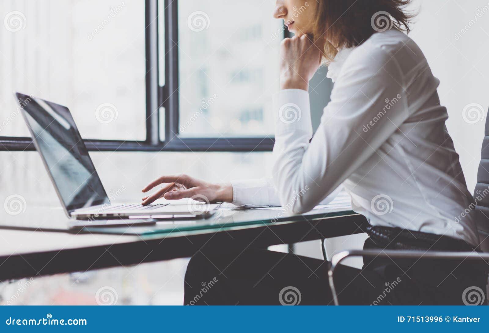 Procédé de travail dans le bureau moderne gestionnaire de