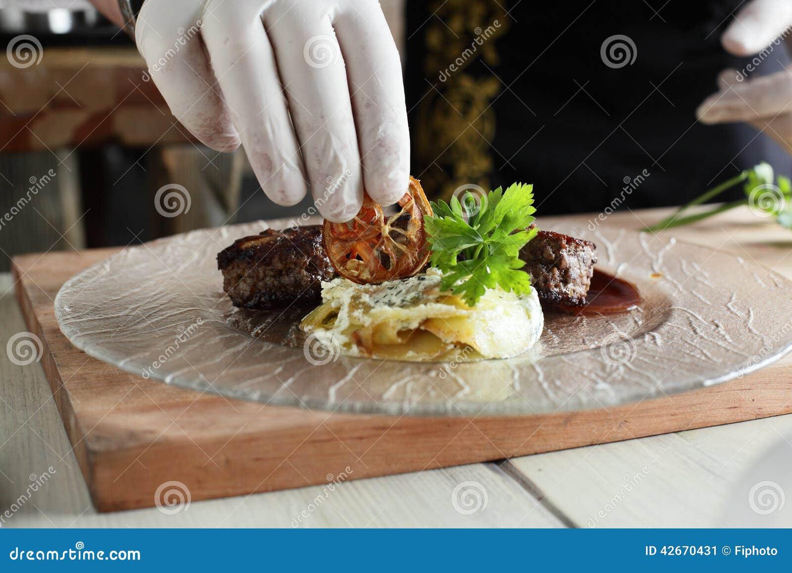 Proceso de cocinar en una cocina foto de archivo imagen - Cocinas de cocinar ...