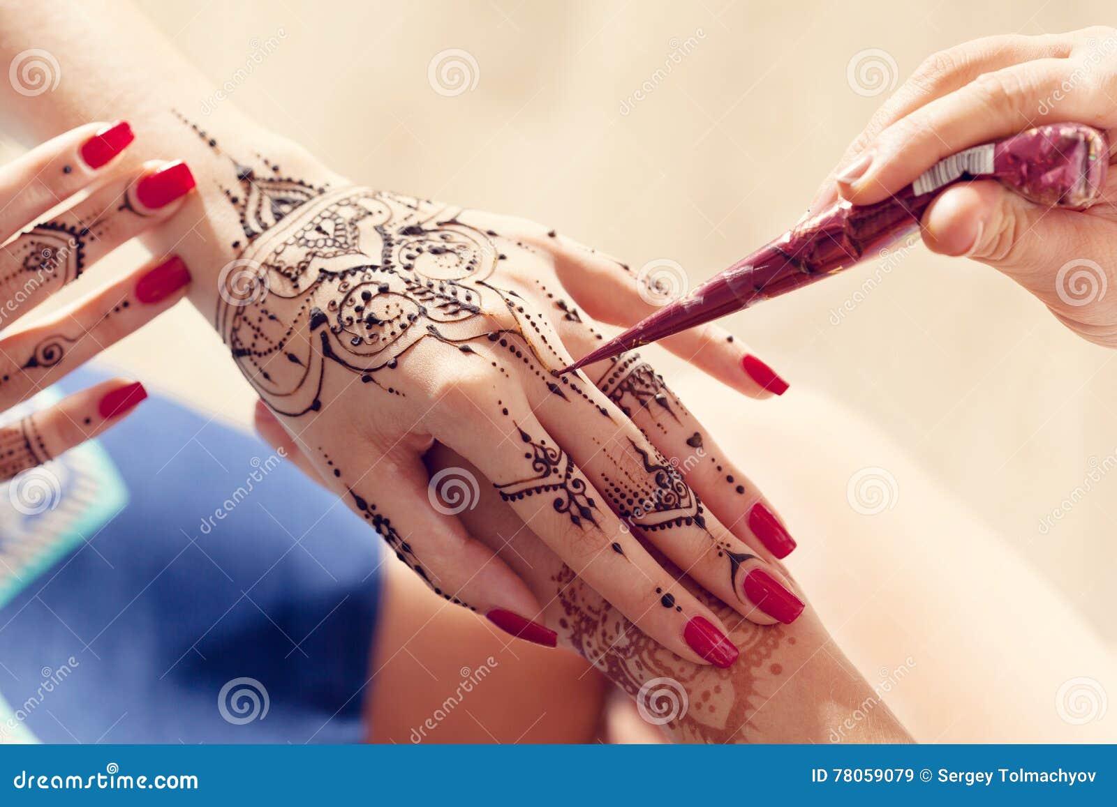 Mehndi Hands Powerpoint : Process of applying mehndi stock image luck