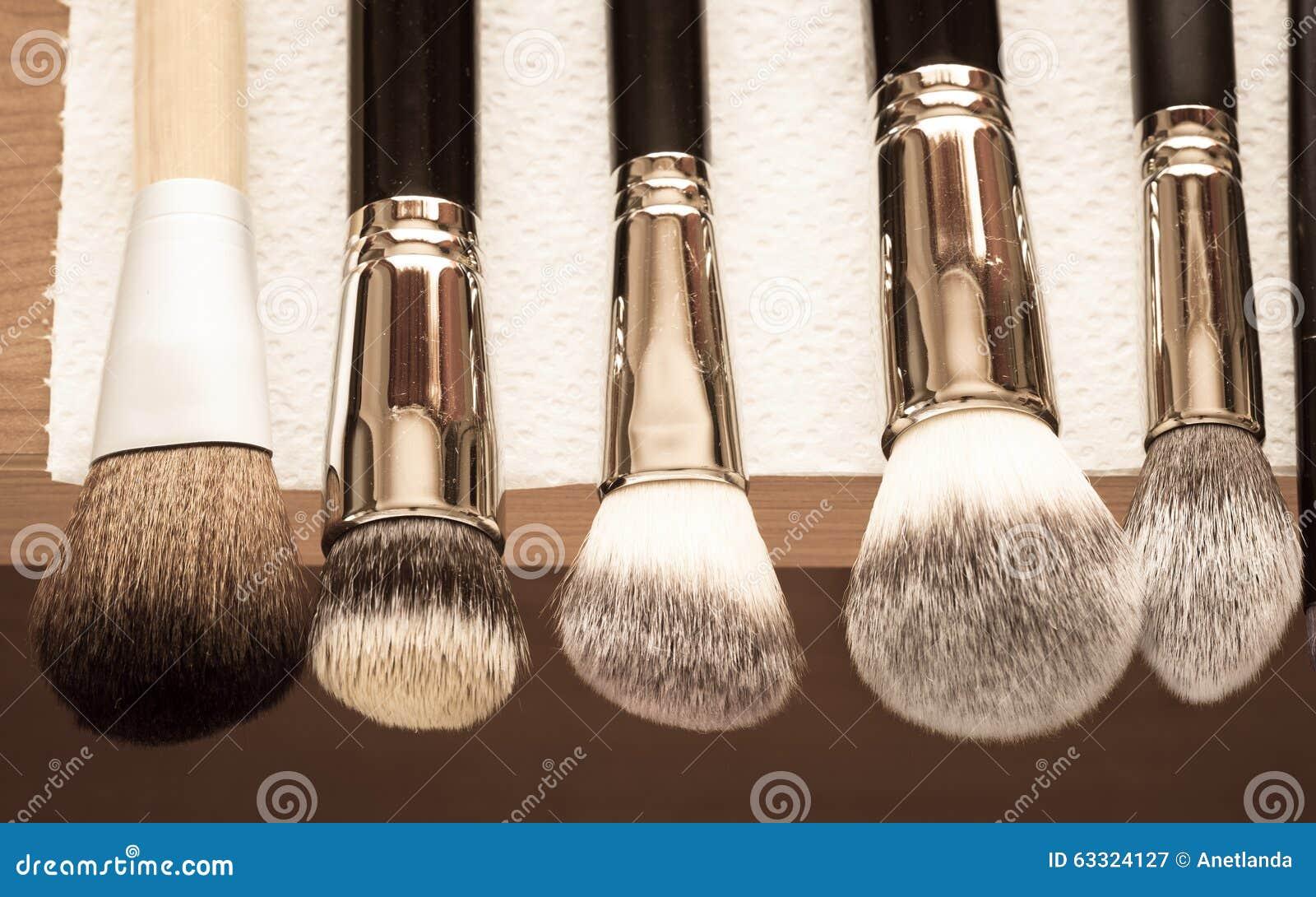 how long does it take for makeup brushes to dry after washing them mugeek vidalondon. Black Bedroom Furniture Sets. Home Design Ideas