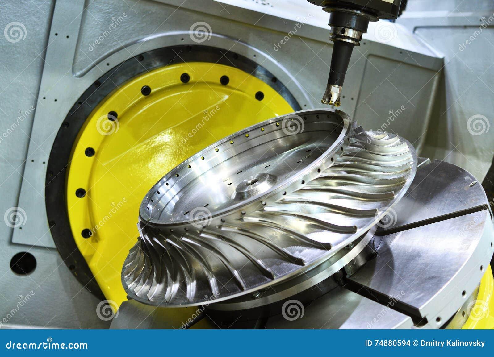 Processo de trituração do corte Trabajo em metal do CNC que faz à máquina pelo cortador do moinho