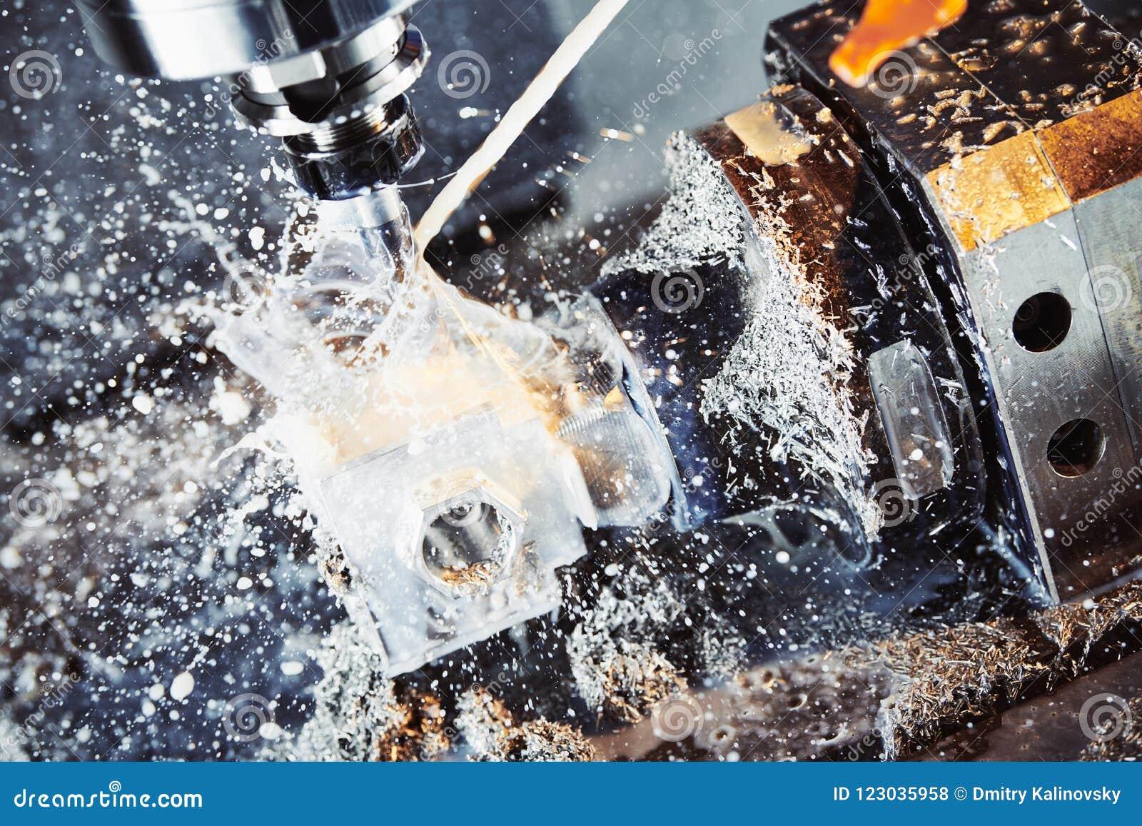 Processo di lavorazione dei metalli di fresatura Metallo industriale di CNC che lavora dal mulino verticale Liquido refrigerante