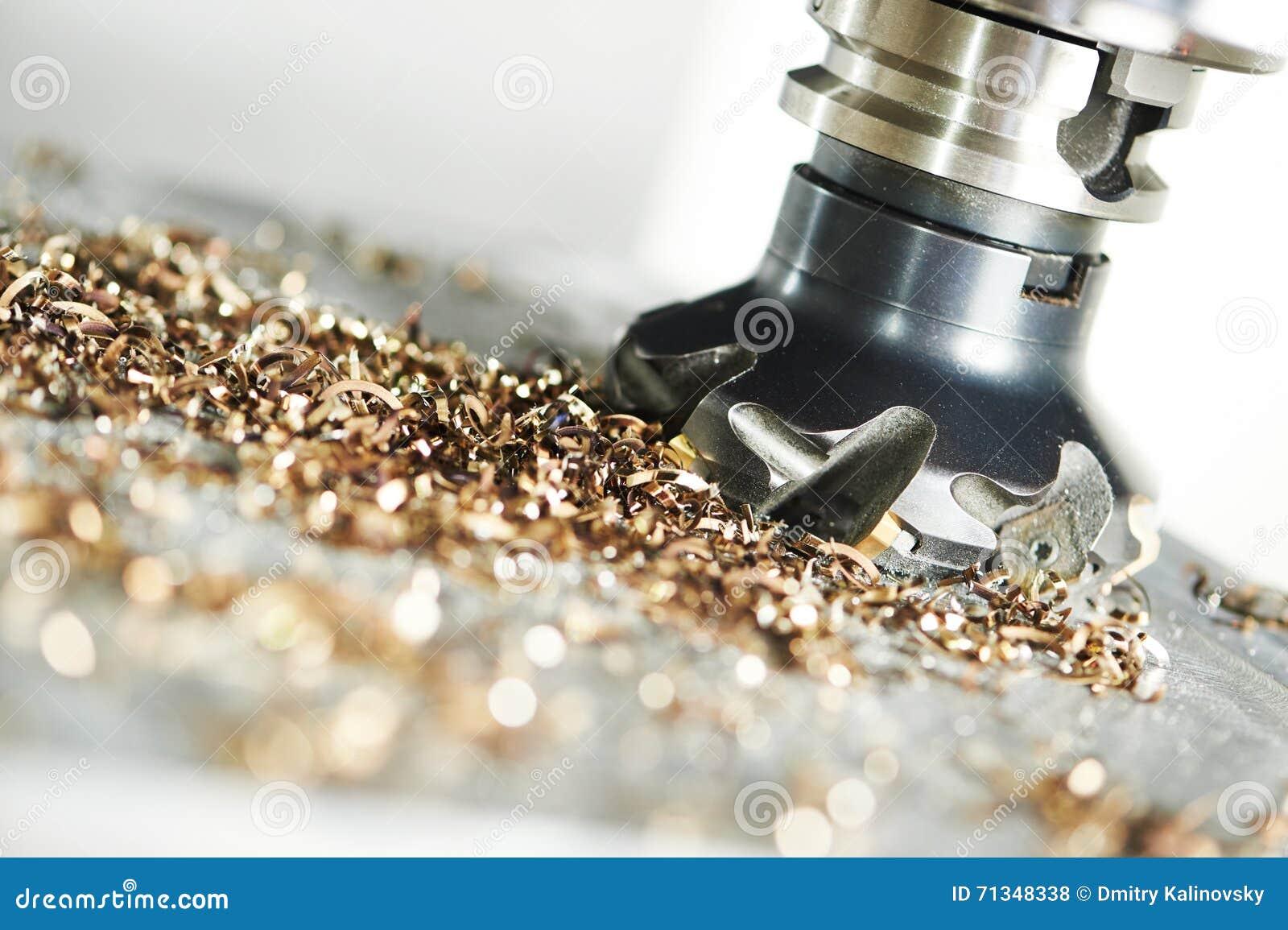 Processo metalúrgico industrial do corte pelo cortador de trituração