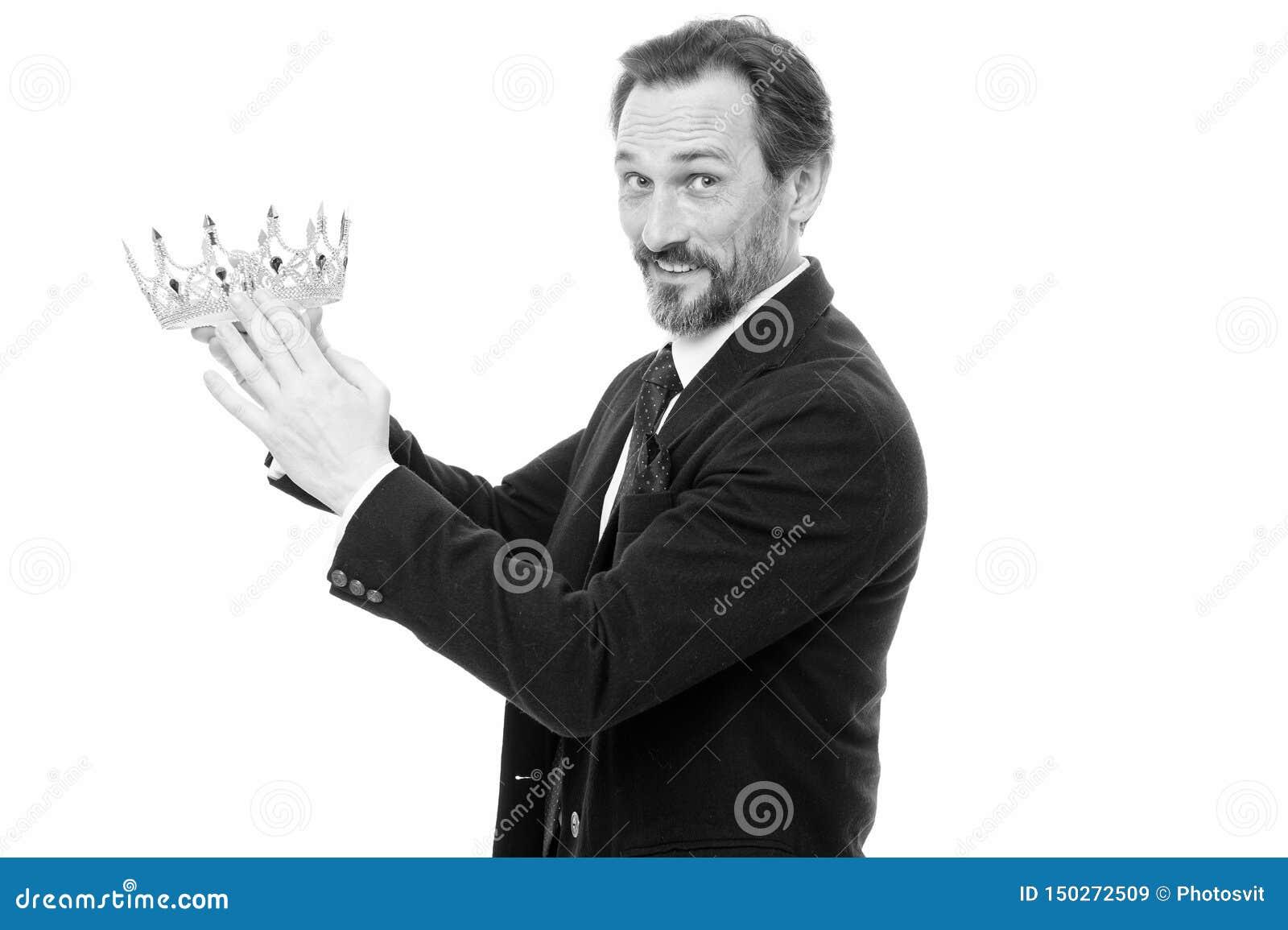 Prochain roi devenu Traditions de famille de monarchie Attribut de roi Type barbu de nature d homme dans le symbole d or de couro