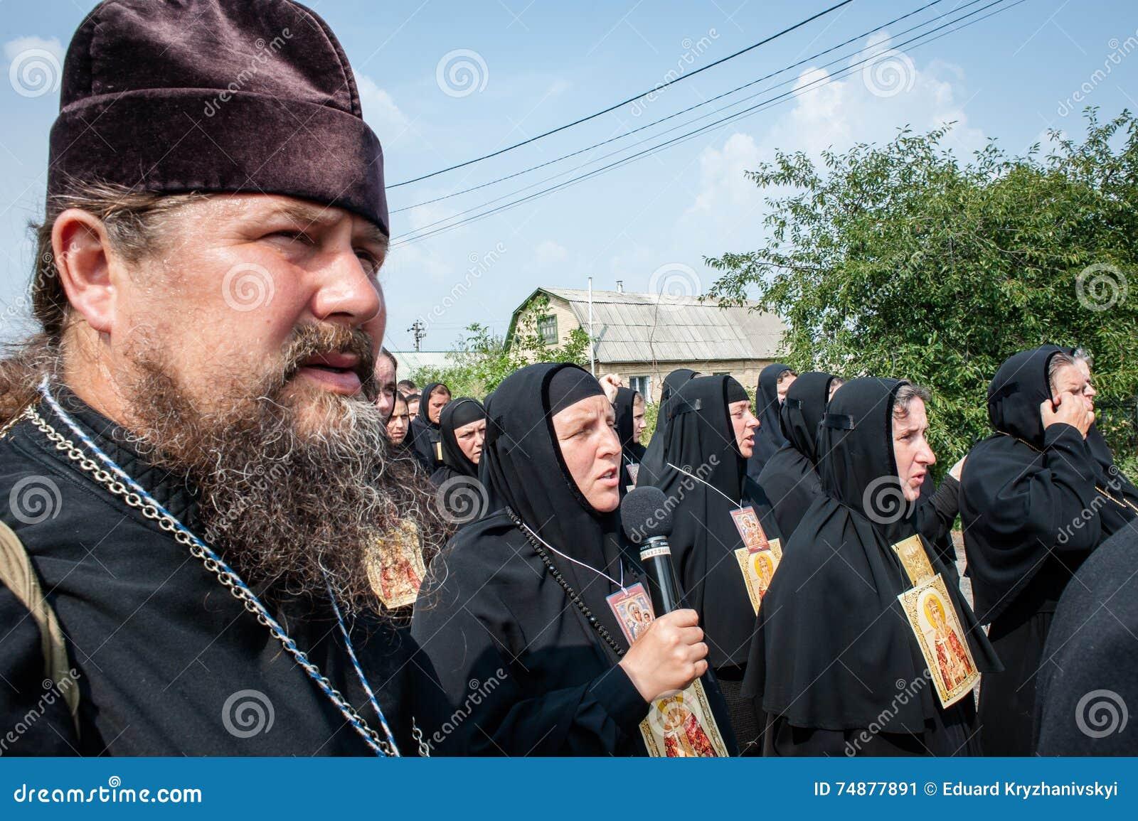Procissão para a paz perto de Kyiv