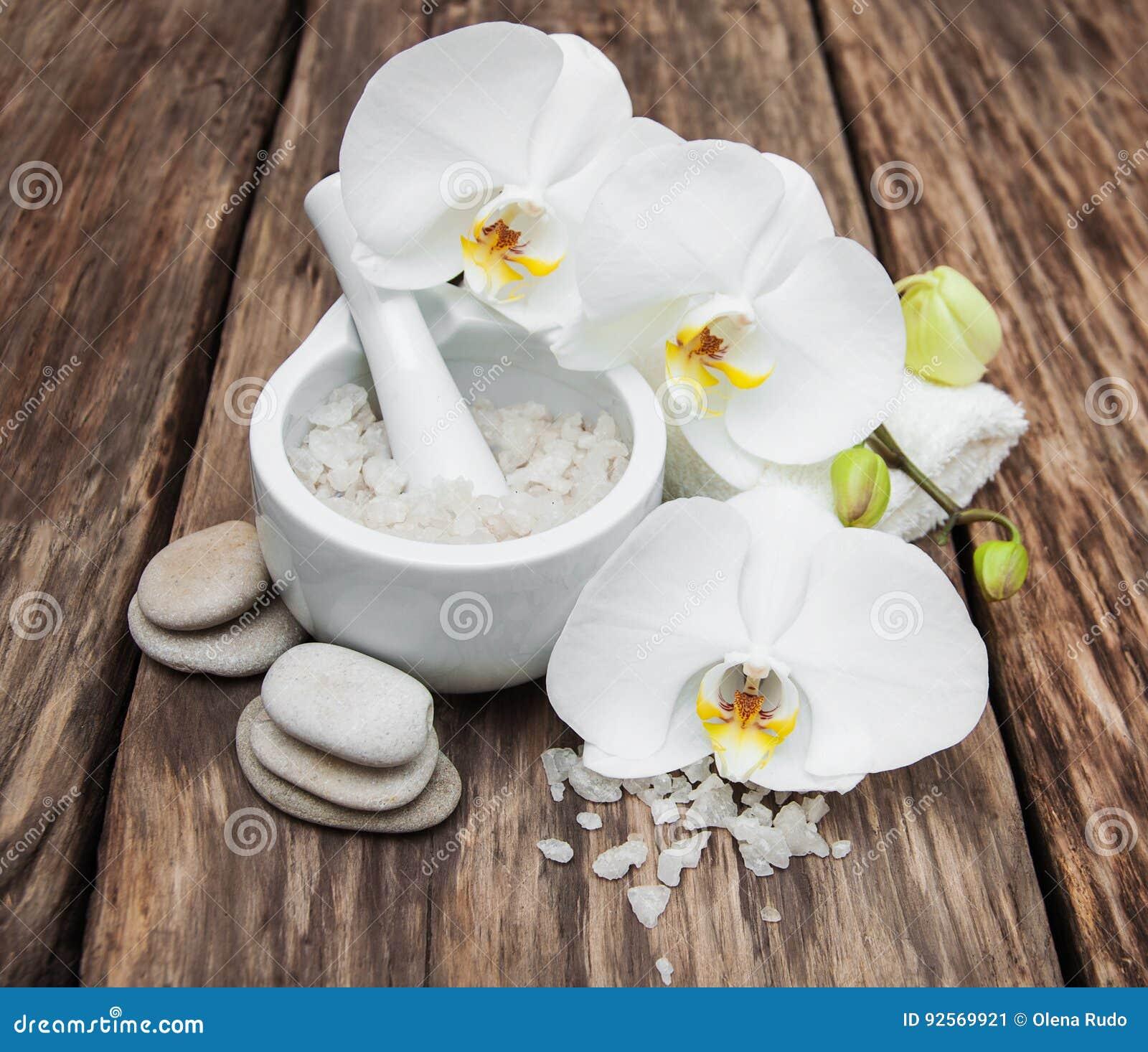 Prodotti della stazione termale con le orchidee