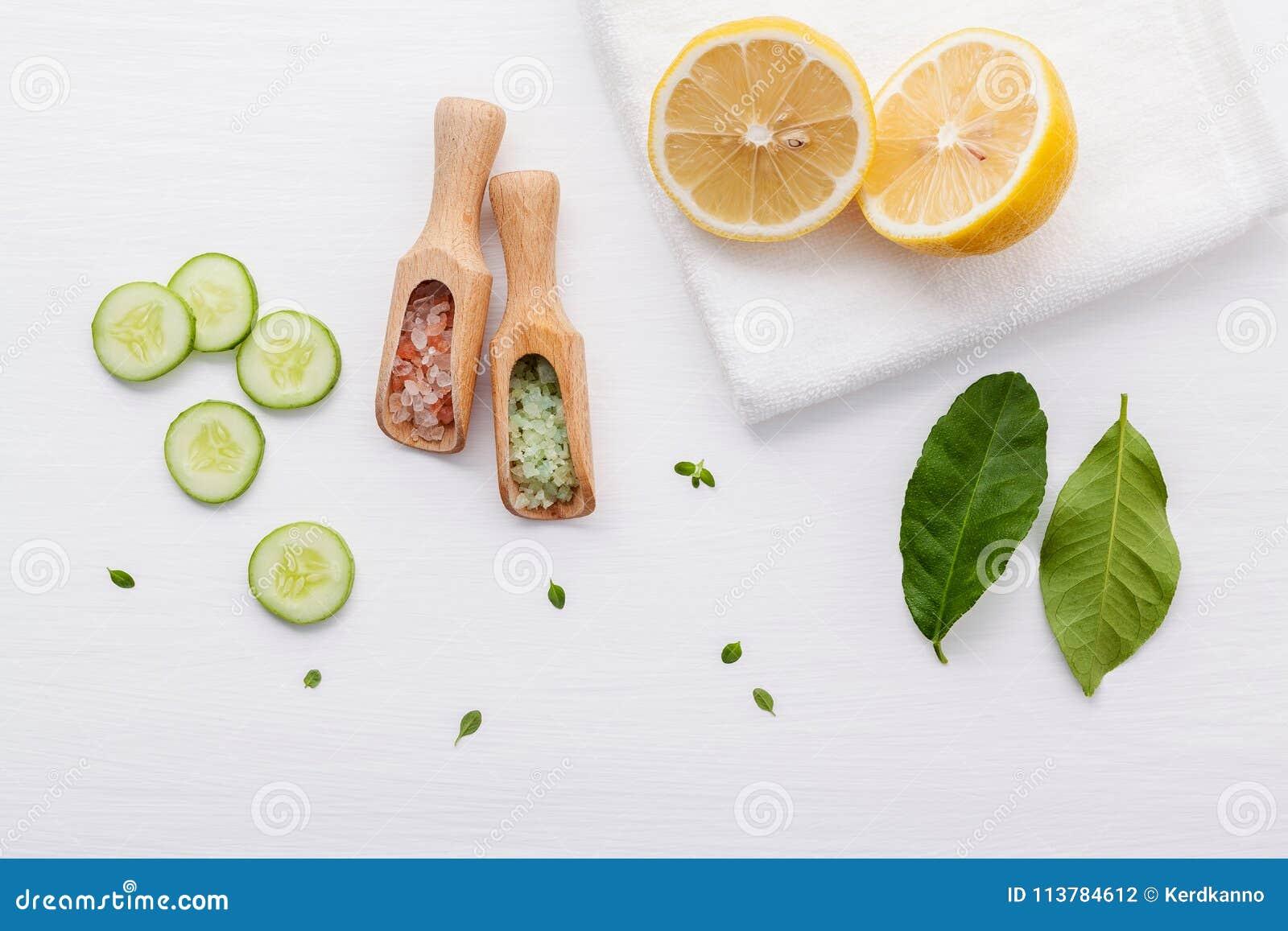 Prodotti di cura di pelle di erbe naturali Cetriolo degli ingredienti di vista superiore