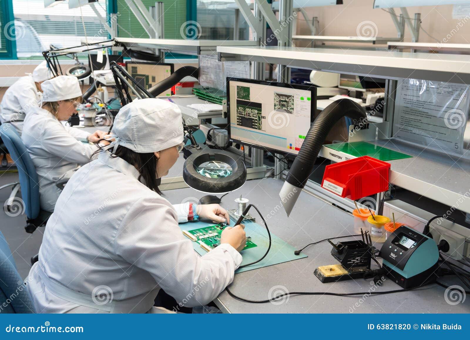 Produção de componentes eletrônicos na alto-tecnologia