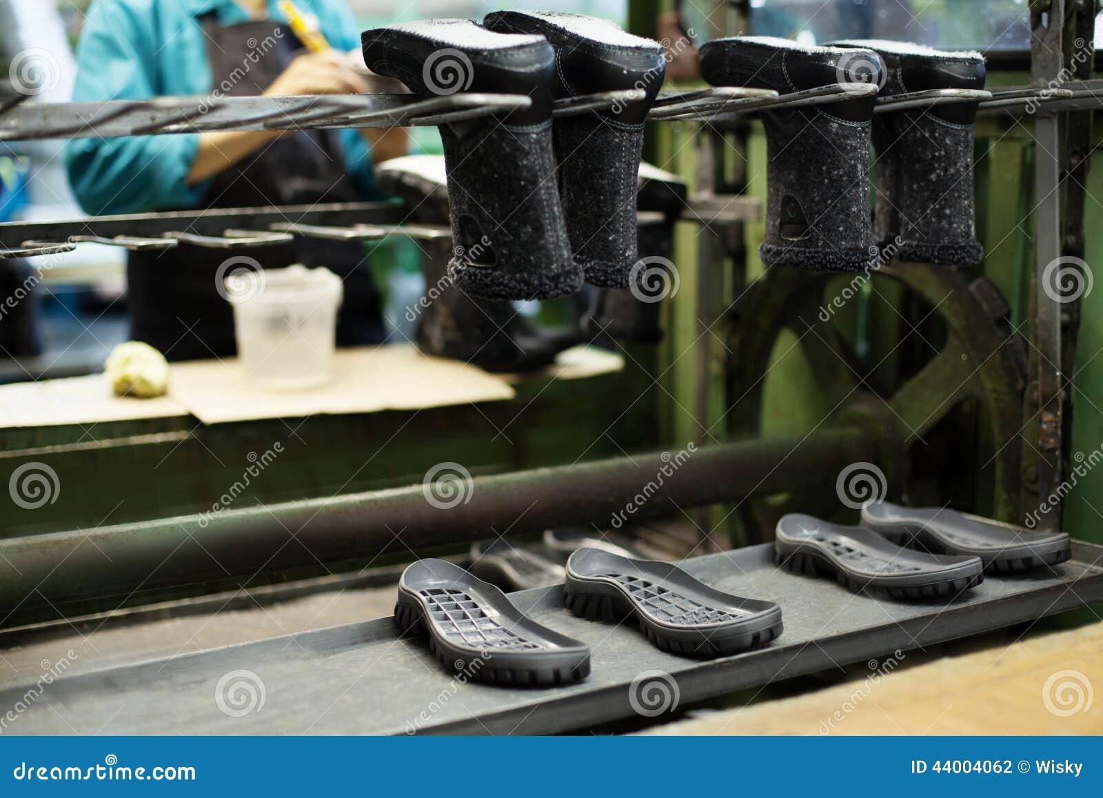 e9f36611d0 Producción Del Calzado - Botas Y Suelas De Goma Foto de archivo ...