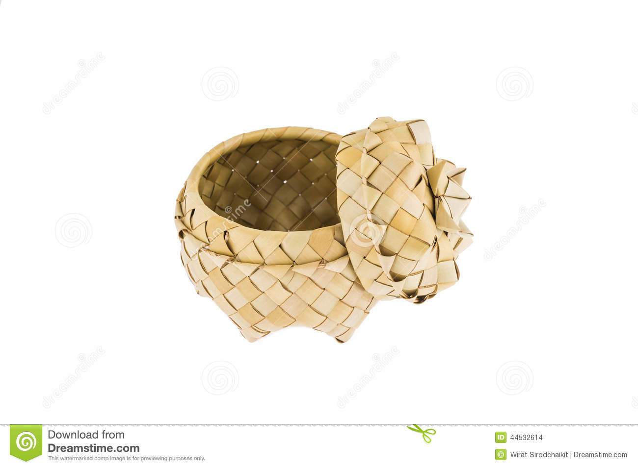 Product of bamboo strips, basket with lid