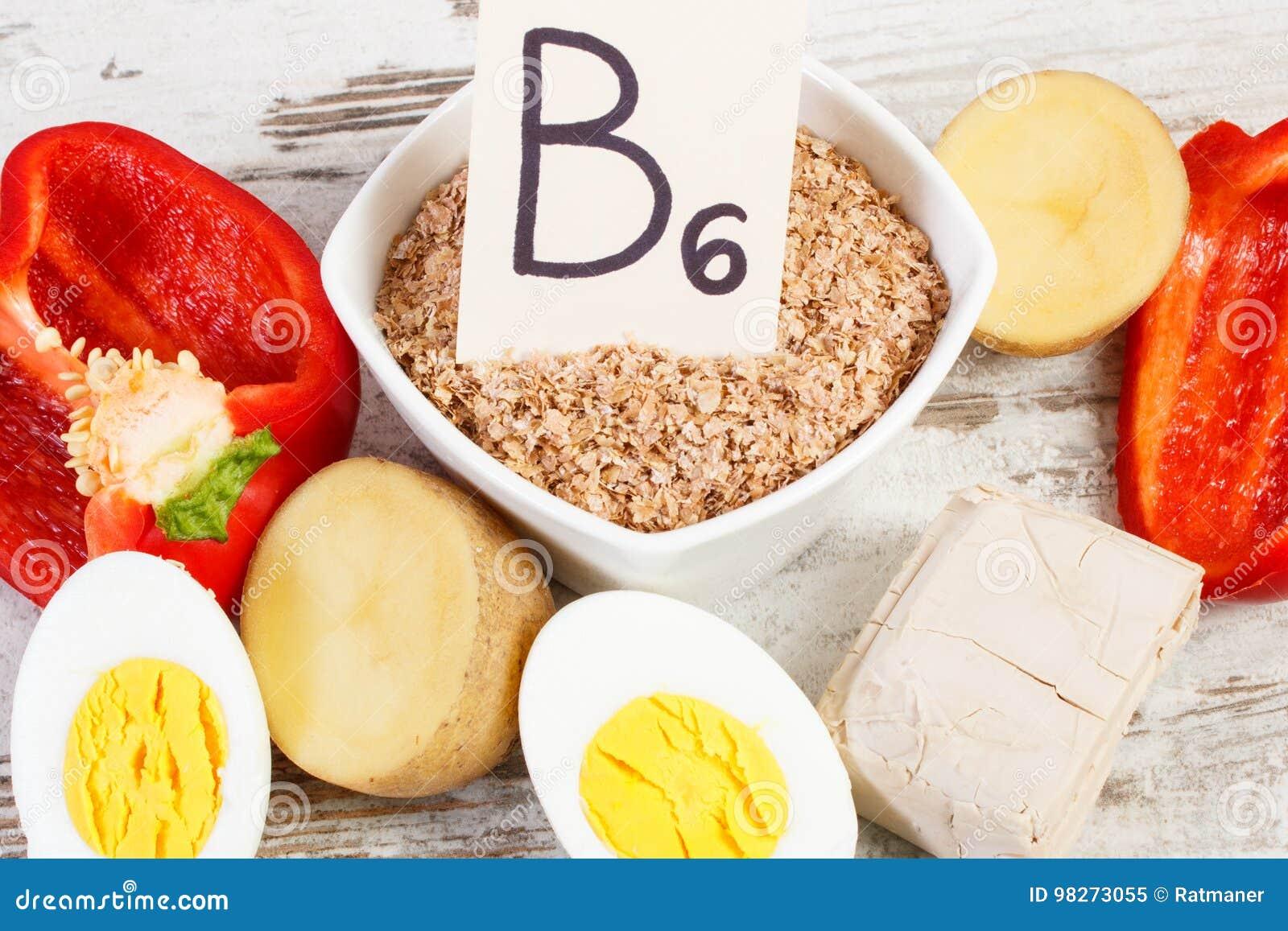 Producten die vitamine B6 en dieetvezel, gezond voedingsconcept bevatten