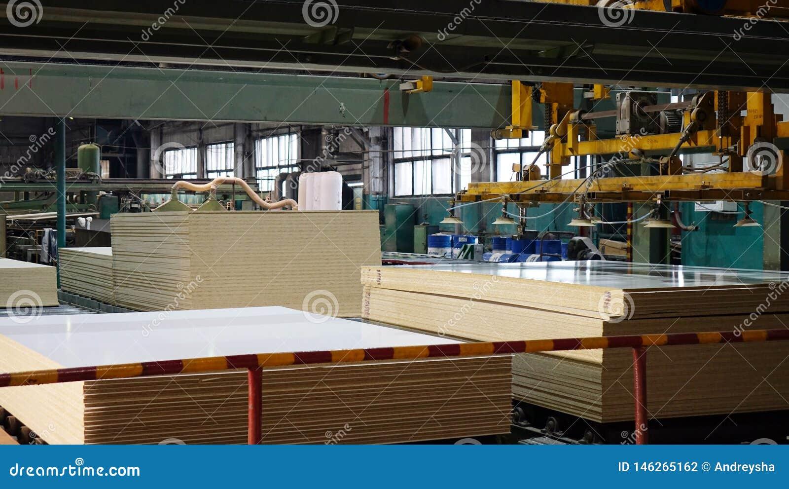 Productie van gelamineerde houtvezelplaat Houtvezelplaatbladen voor meubilairproductie
