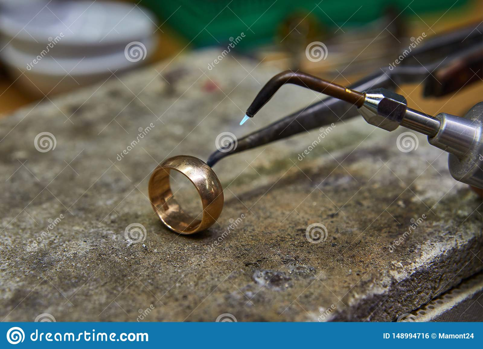 Production de bijoux E