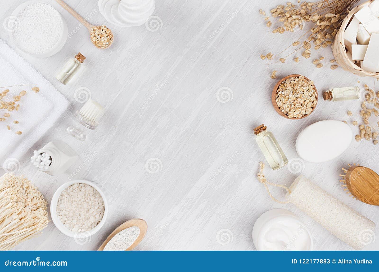 Productos beige rústicos tradicionales delicados de los cosméticos para el cuidado del cuerpo y de piel en el tablero de madera b