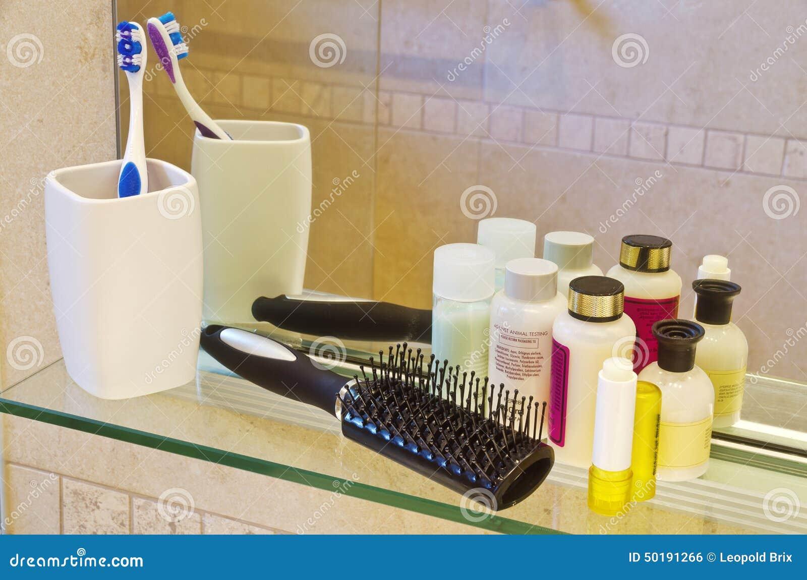Produits de soin personnel une salle de bain photo stock - Produit salle de bain ...