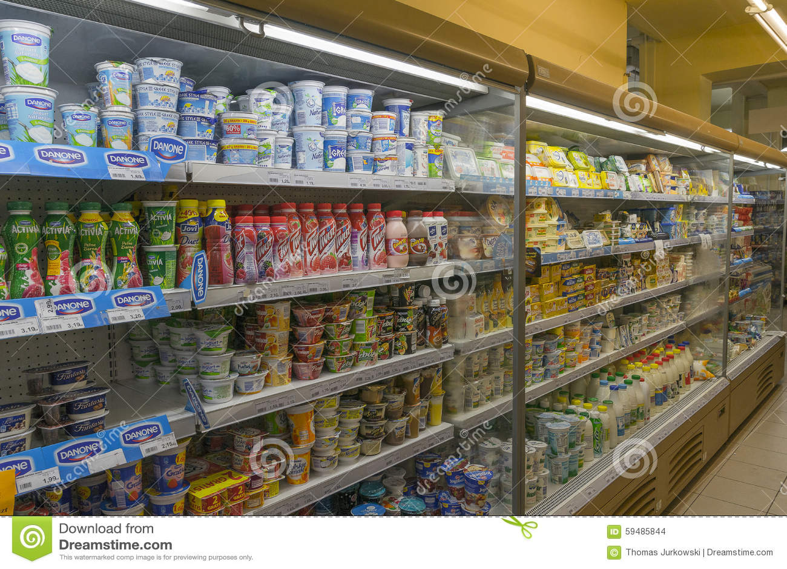 Kleiner Pepsi Kühlschrank : Produkte im kühlschrank redaktionelles stockbild bild von wahl