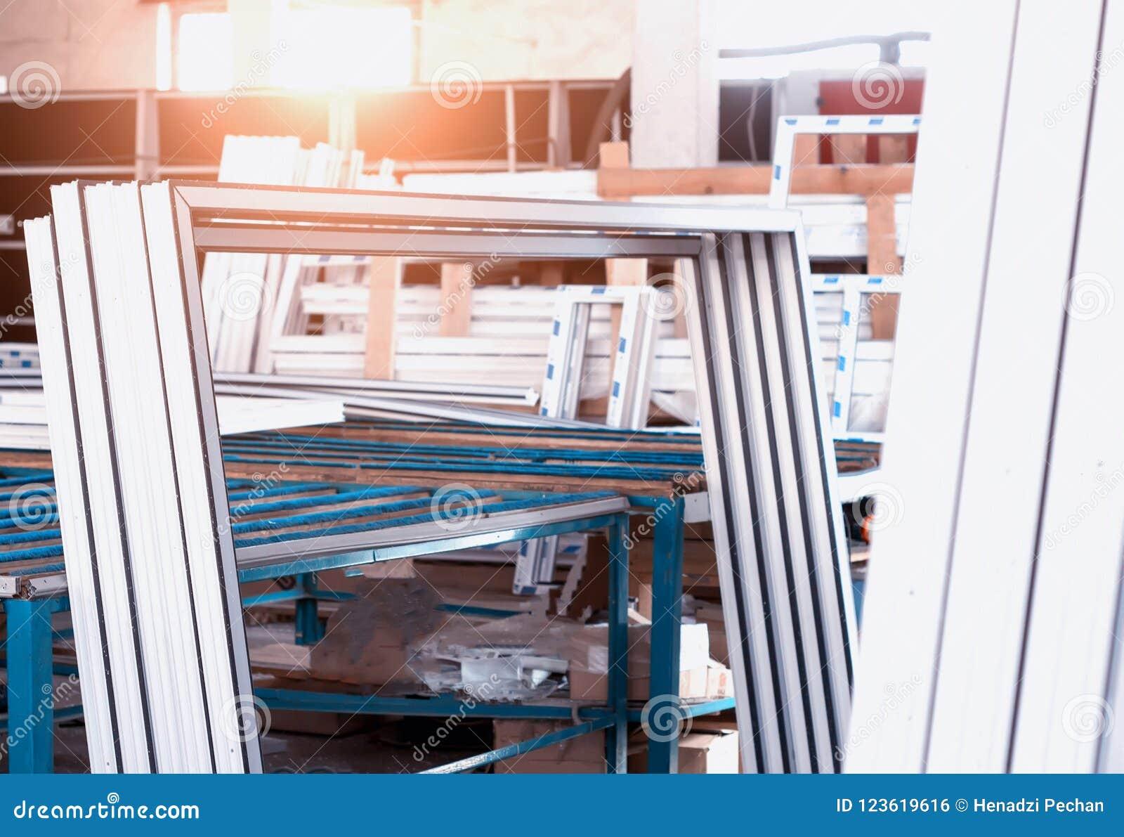 Produktion av PVC-fönster, plast-pvc-ramar, sol, shoppar