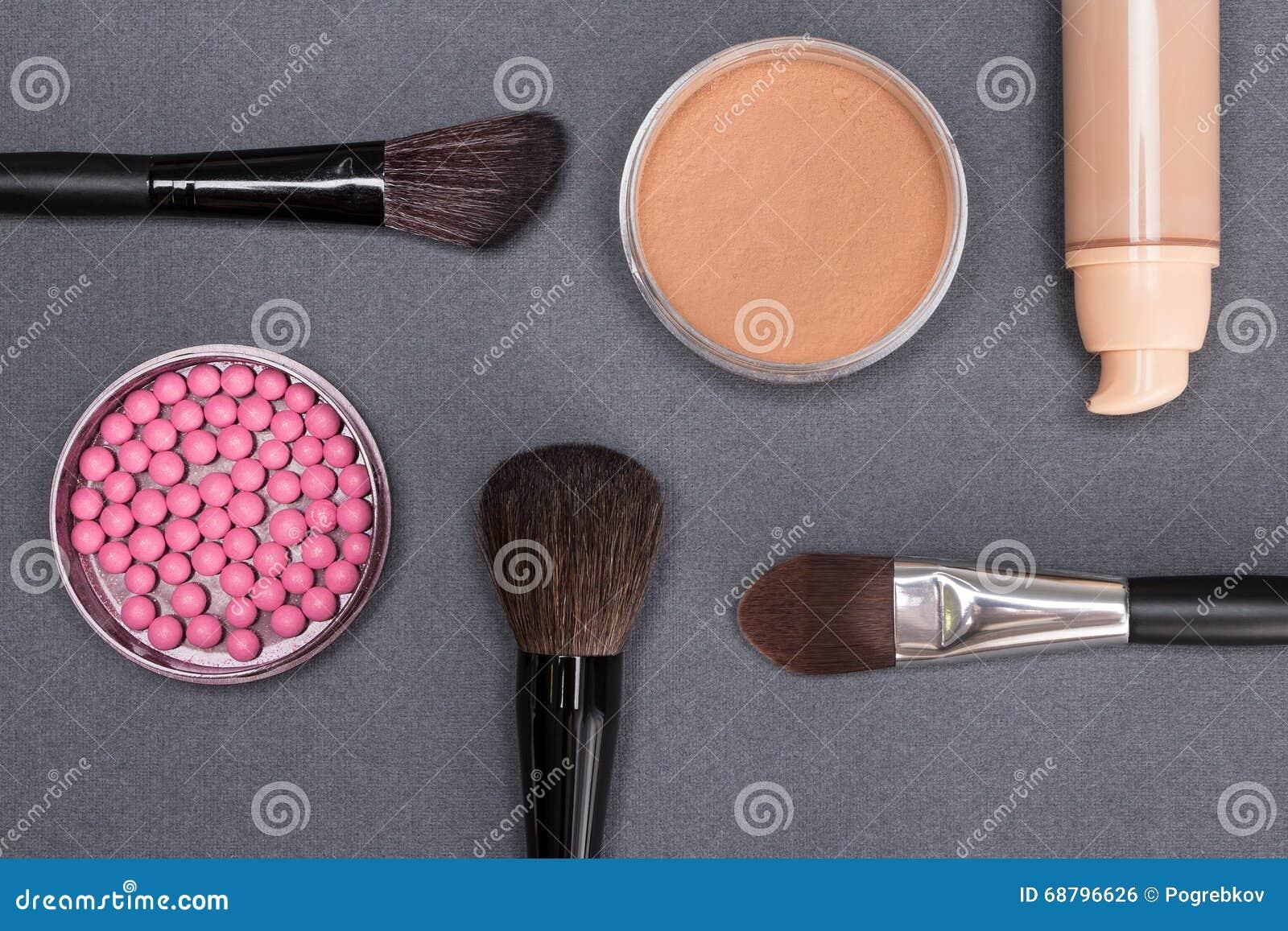 Produtos de composição básicos para criar a tez bonita