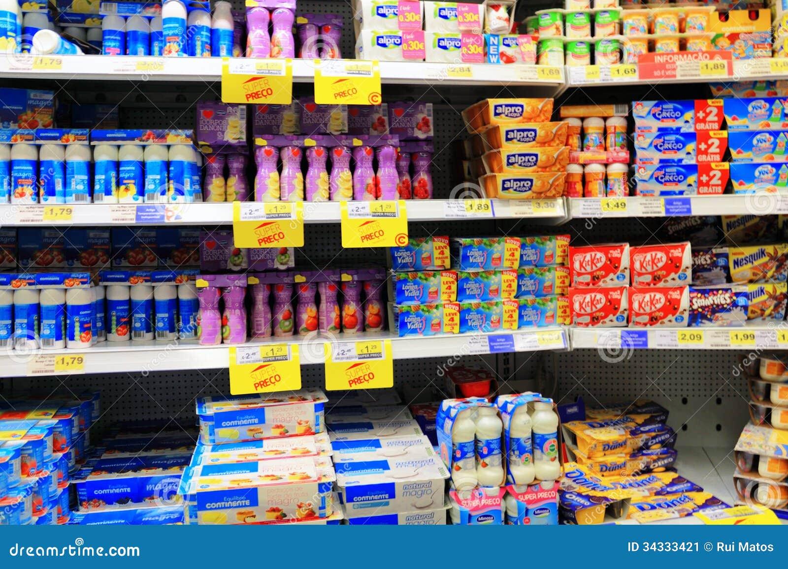Produtos láteos no supermercado