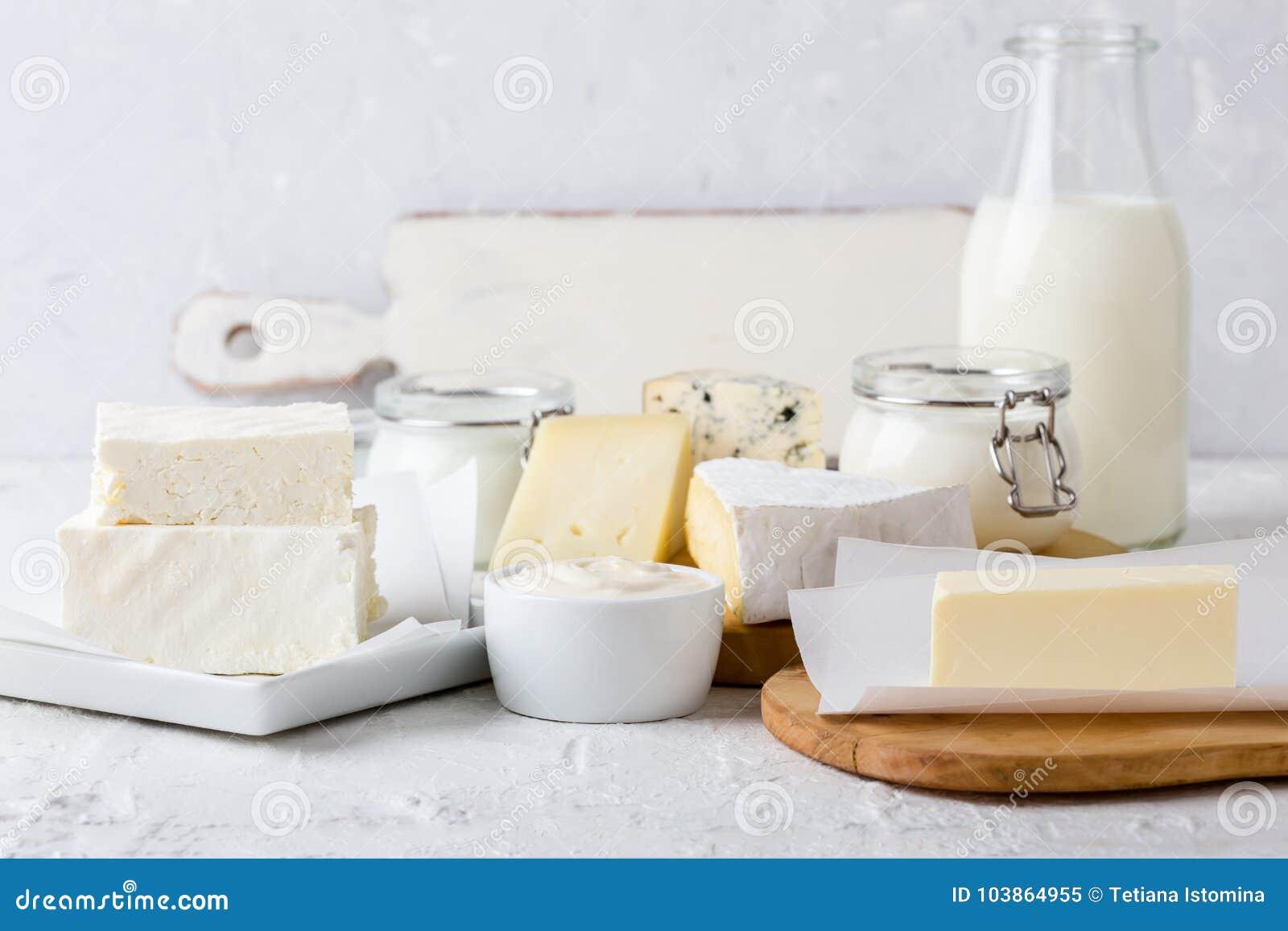 Produtos láteos orgânicos frescos Queijo, manteiga, creme de leite, iogurte e leite