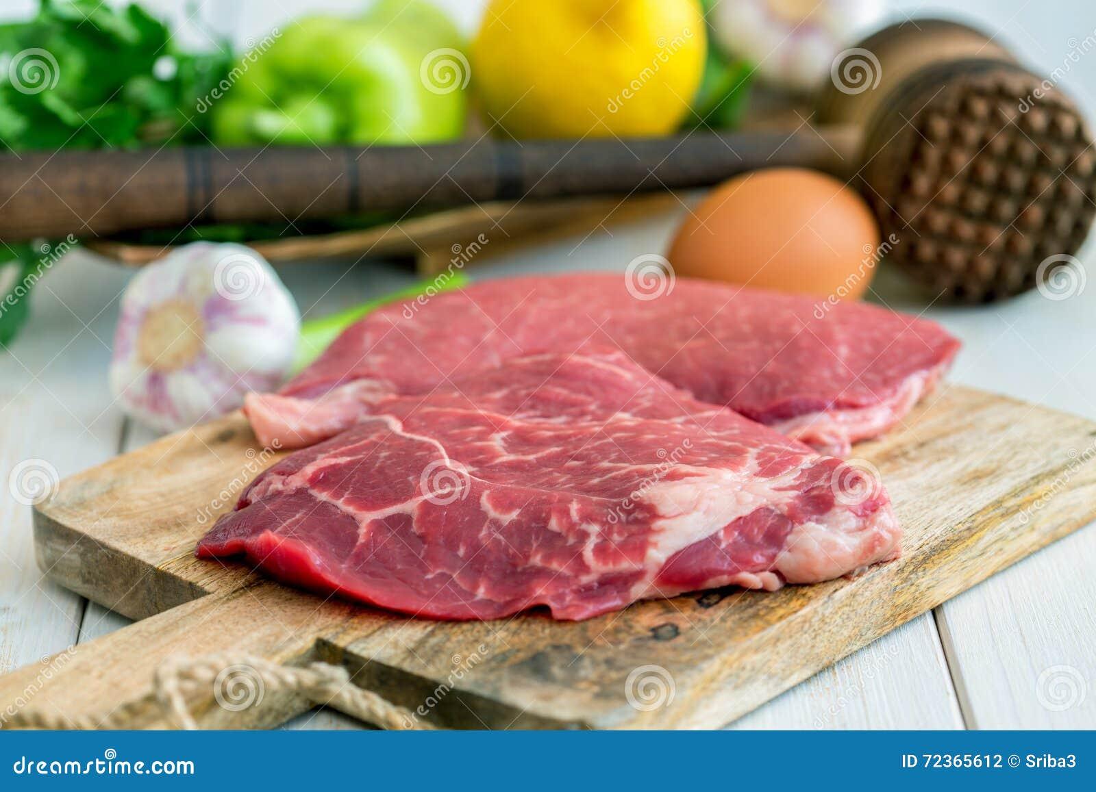 Produtos para preparar costeletas de carneiro