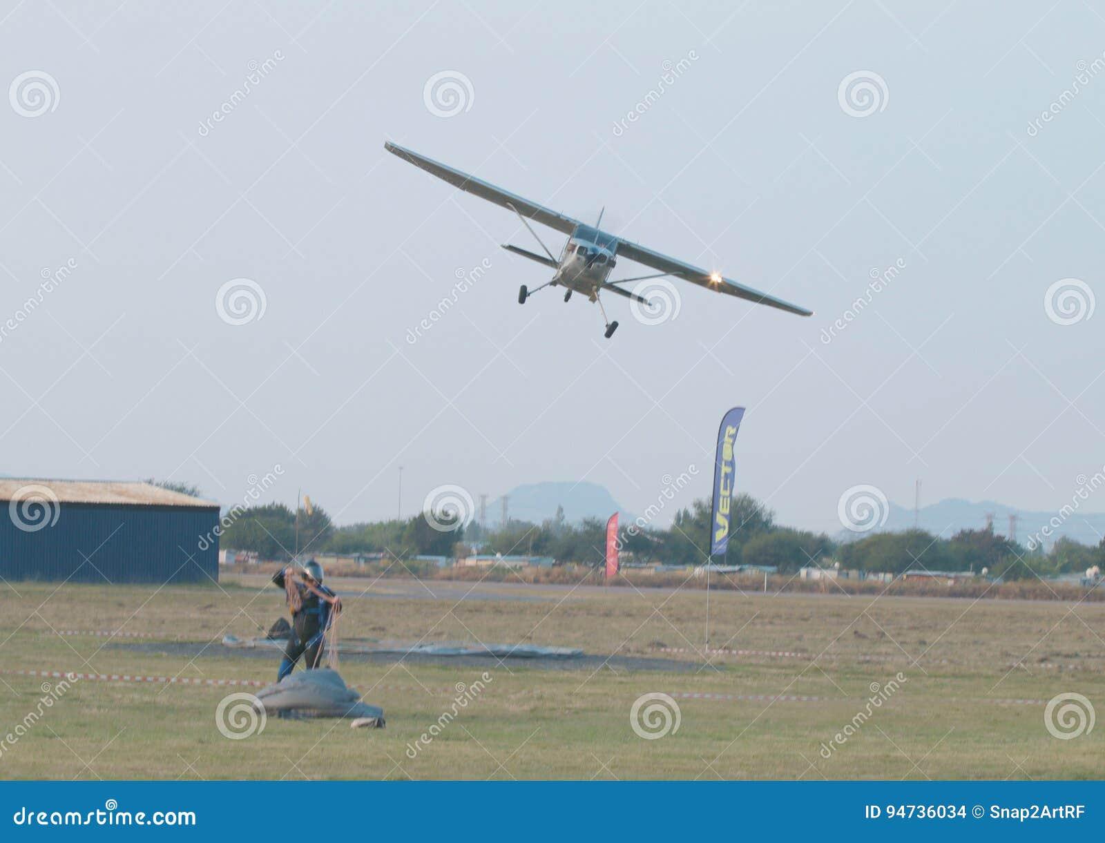 Proef het maken laatste luchtparade na definitieve daling van dag met X328 Atlas