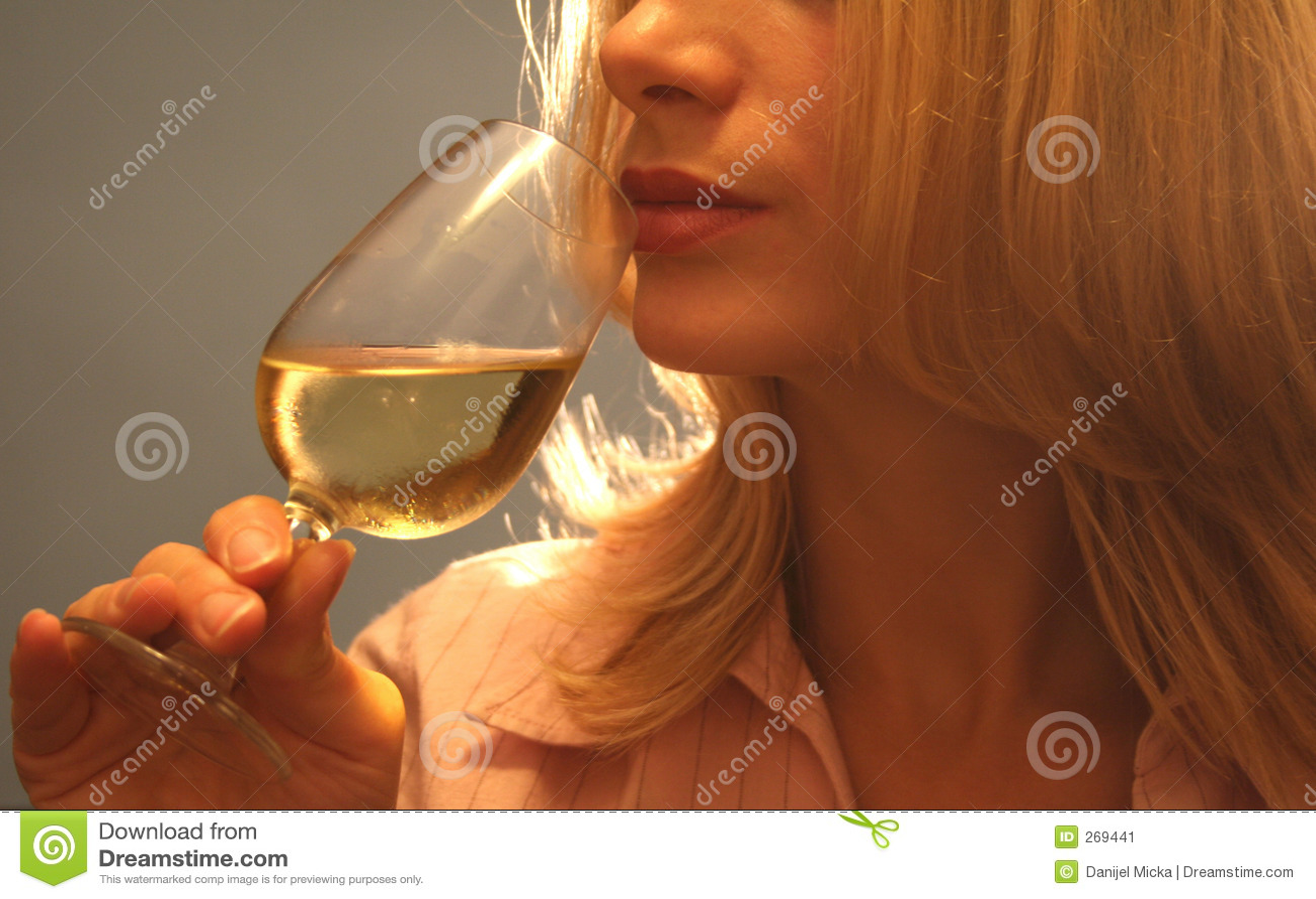 Proevende wijn