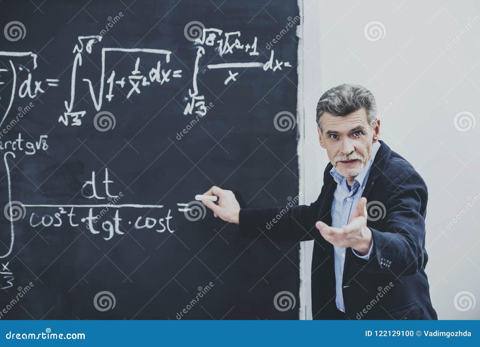 Profesor en cuestión Asking About