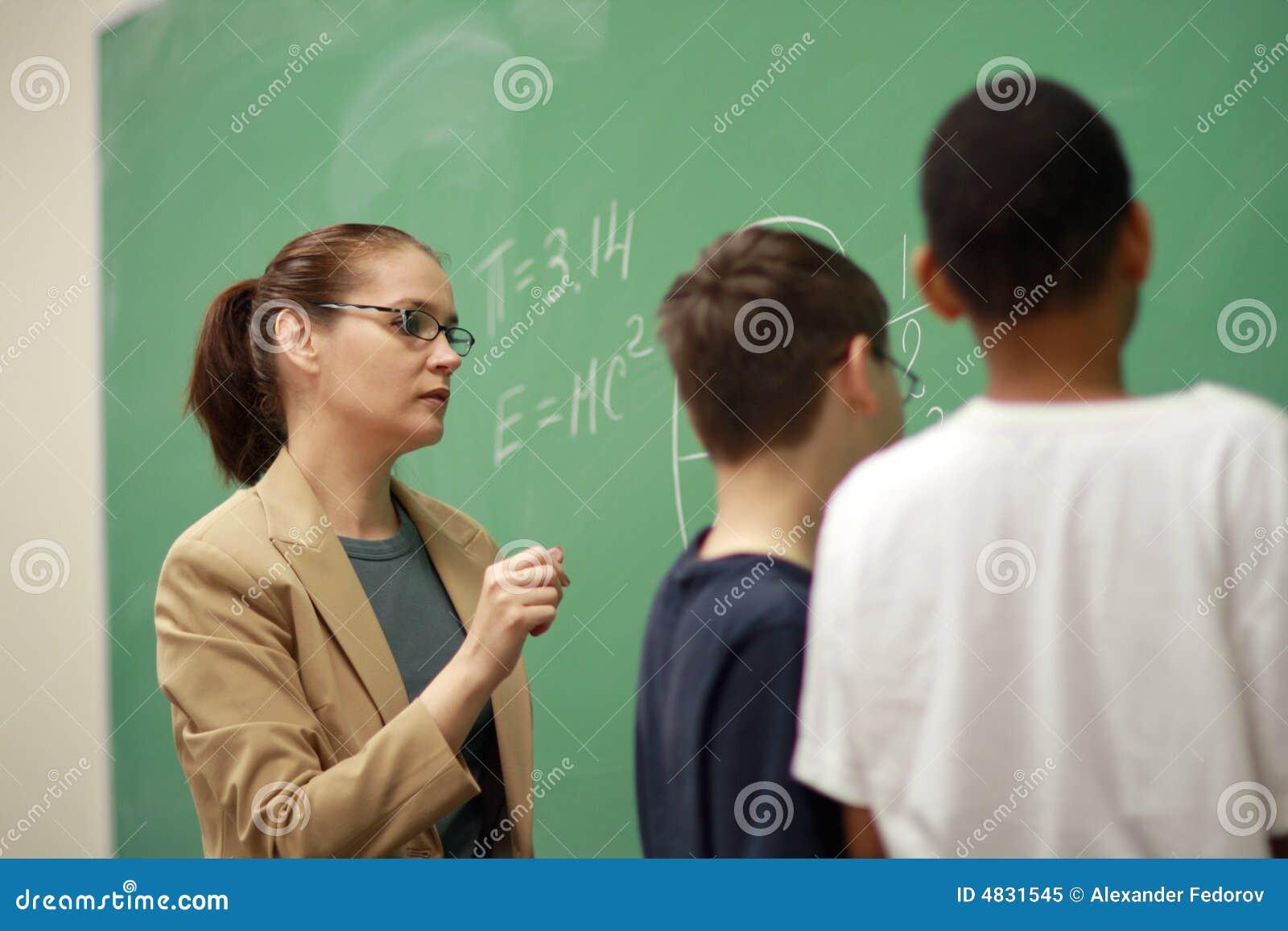 Profesor y estudiantes