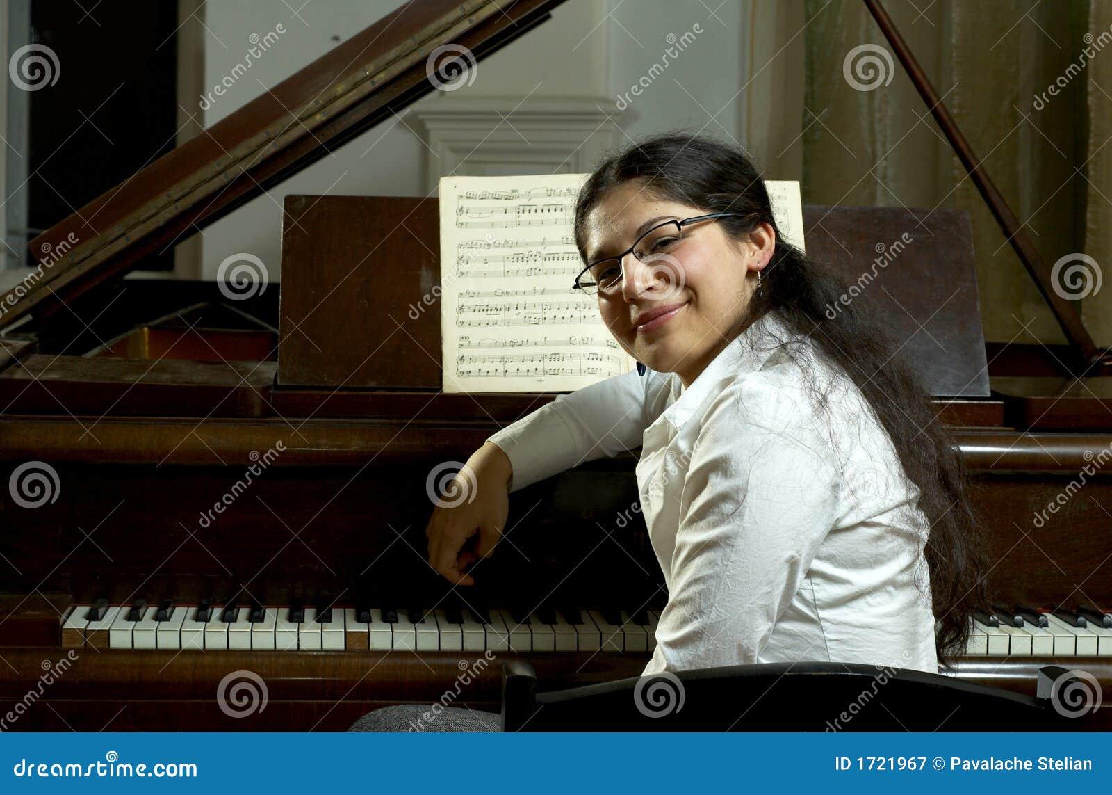 Professeur de piano de sourire