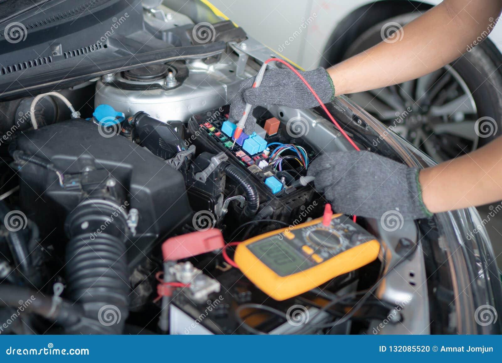 Car Repair And Maintenance >> Car Repair And Maintenance Performing Engine Diagnostics