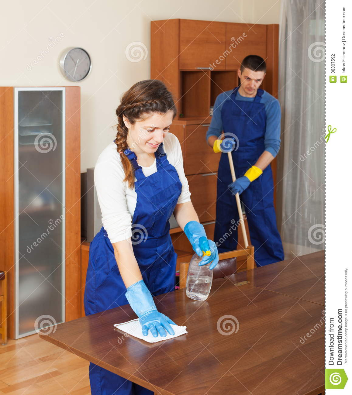 الصفرات للتنظيف 0563238725 Professional-cleaners-cleaning-furniture-38307592
