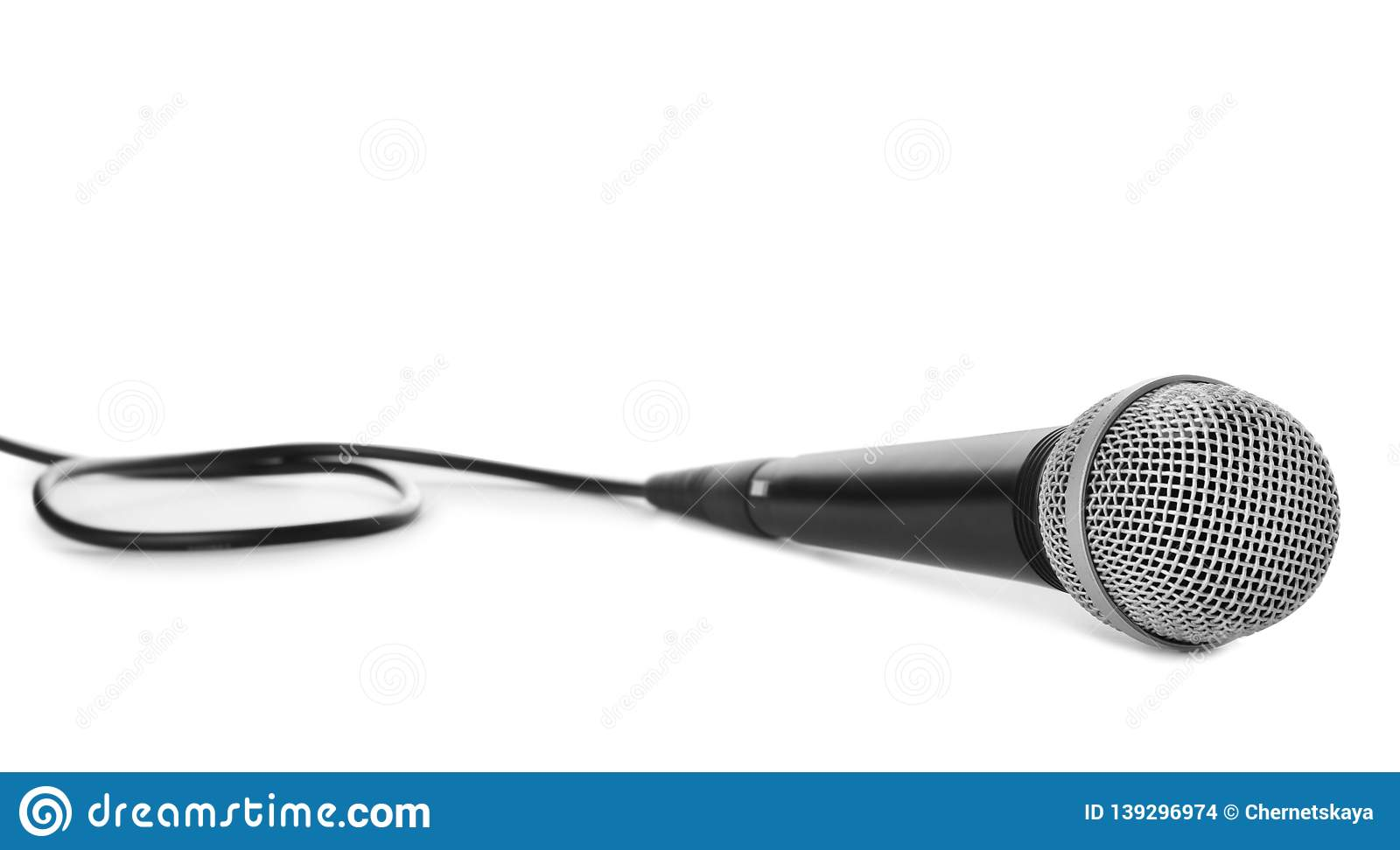 Professional dynamic microphone with wire