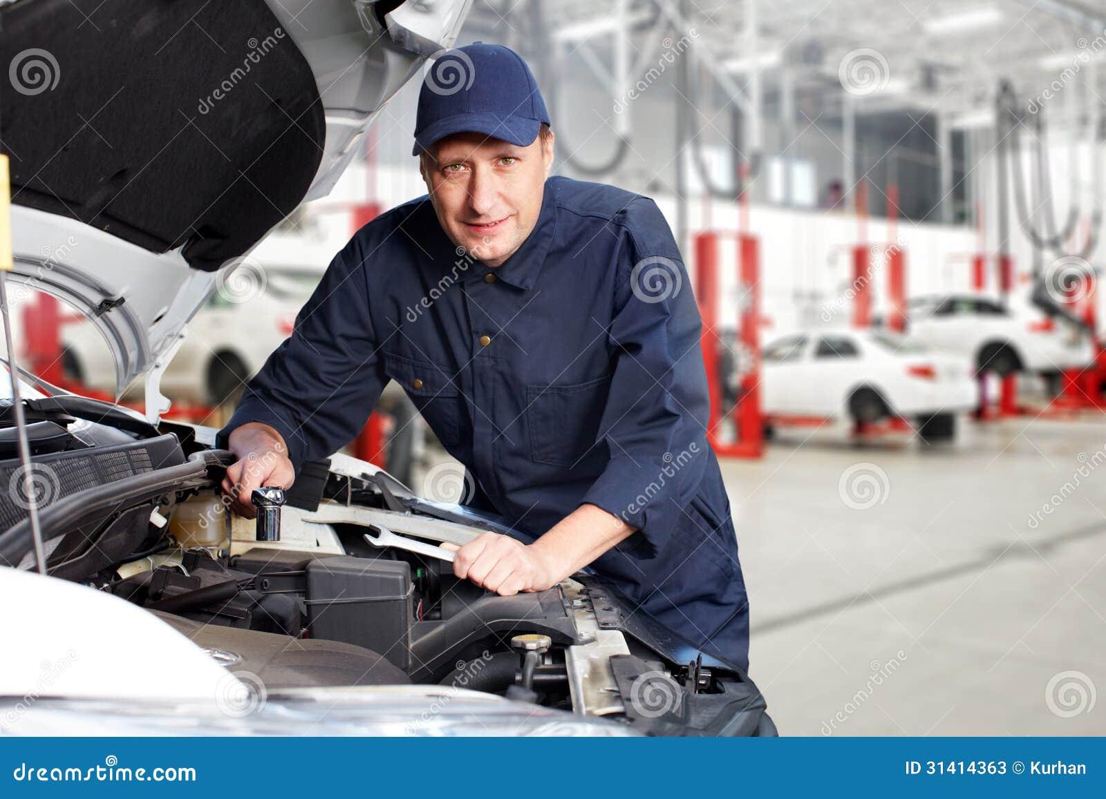 Professionele autowerktuigkundige.