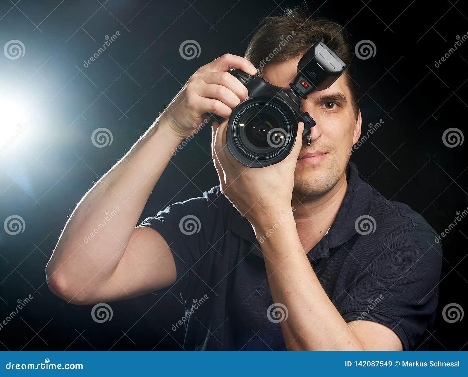 Professionele fotograaf op het werk