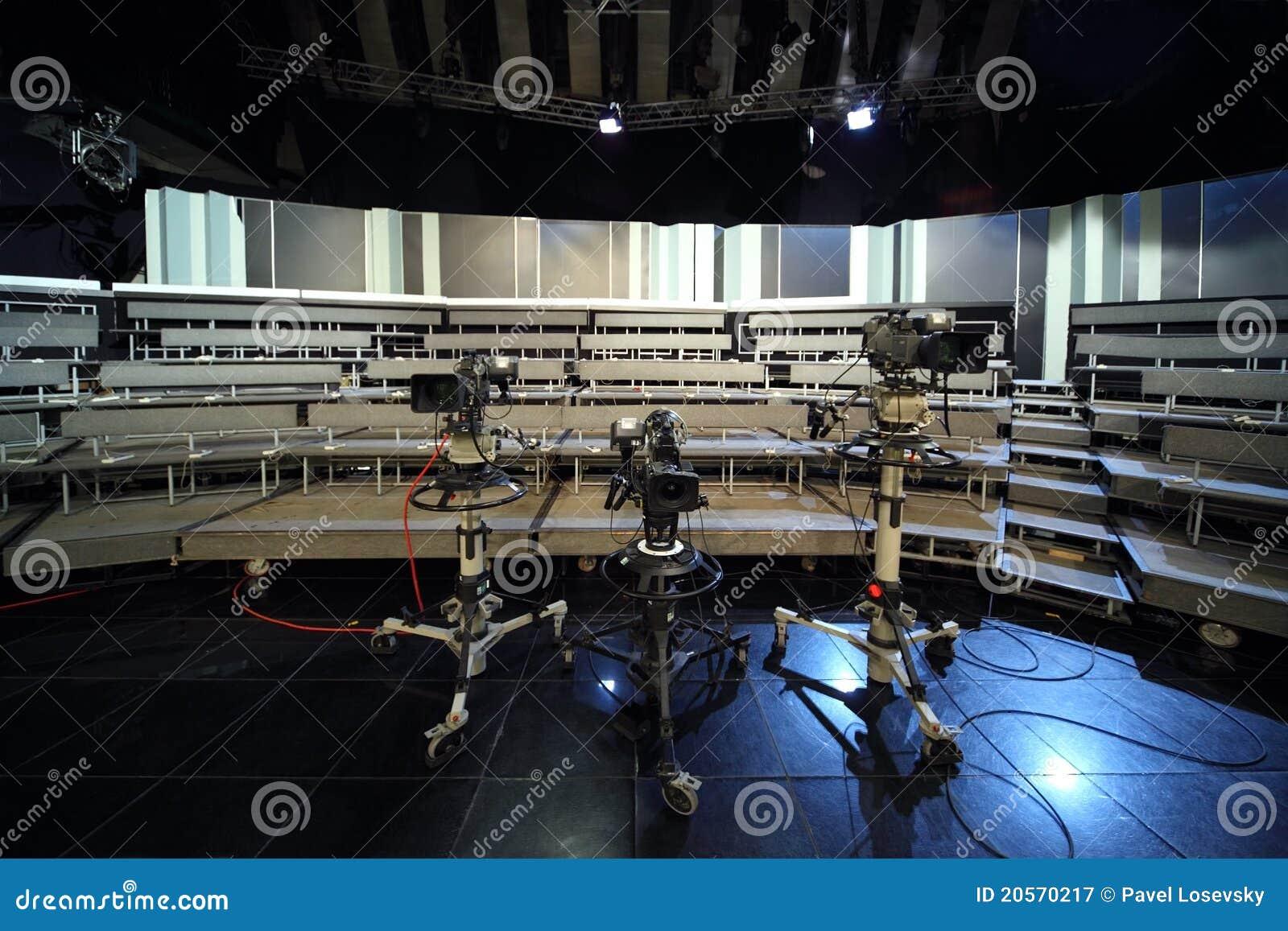 Professionele videocamera s in televisiestudio