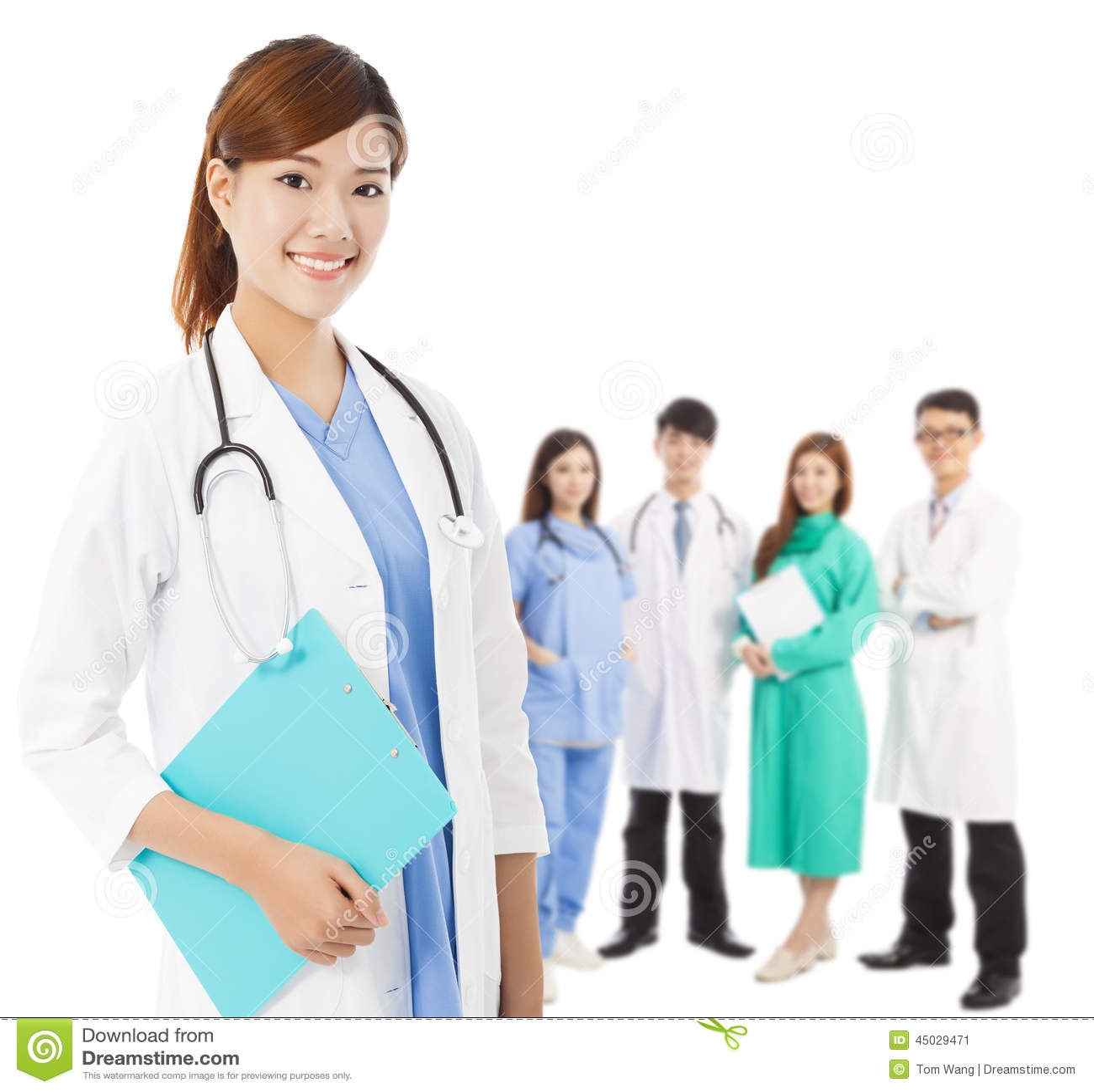 Professioneller Arzt mit ihrem Team