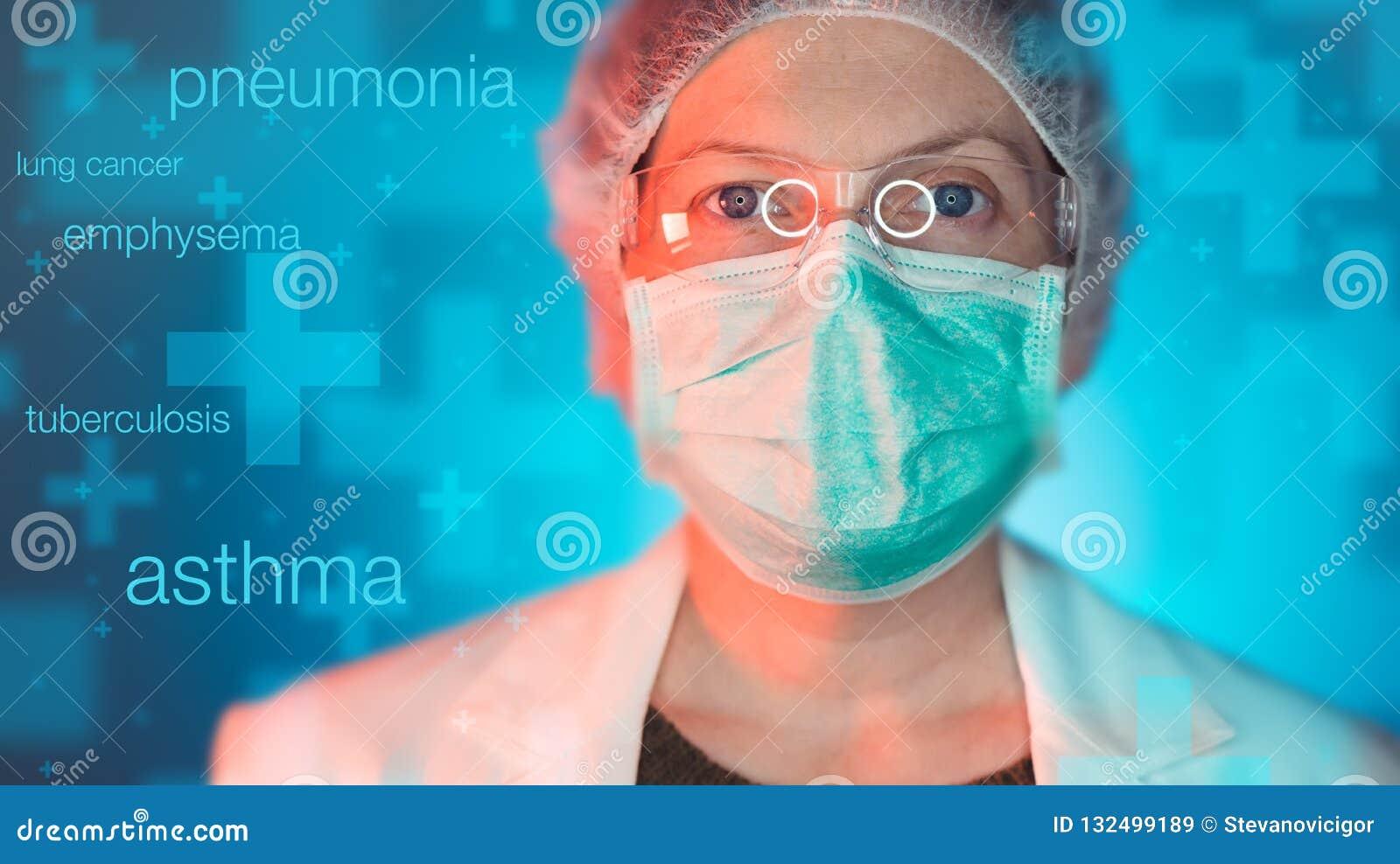 Professionista di sanità del Pulmonologist nella clinica dell ospedale