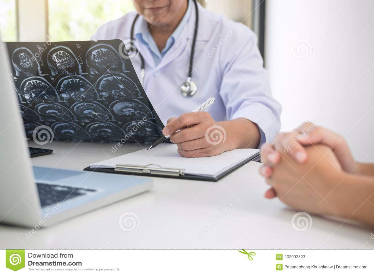 Professor Doctor report and recommend a method with patient treatment, results on brain x-ray film About the problem