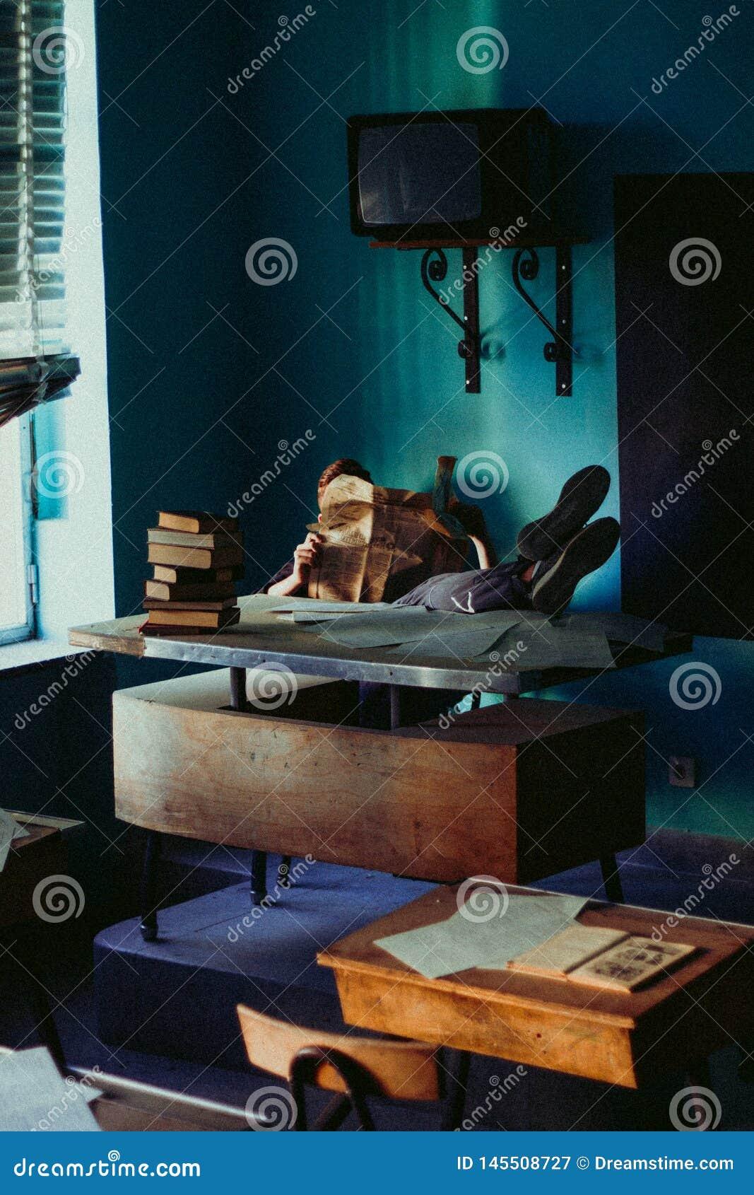 Professor em uma classe relaxada