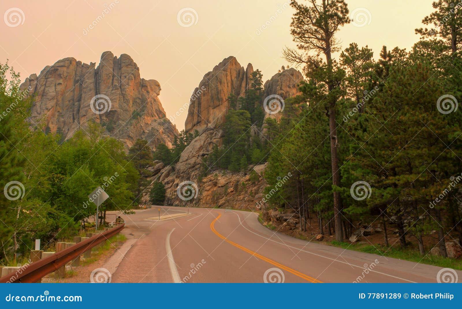 Profil commémoratif national du mont Rushmore Washington au lever de soleil