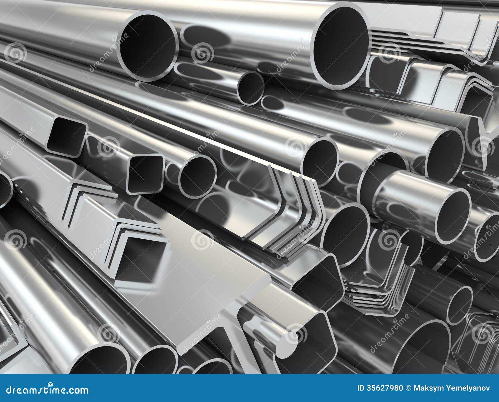 Profil et tuyaux en métal sur le fond blanc.