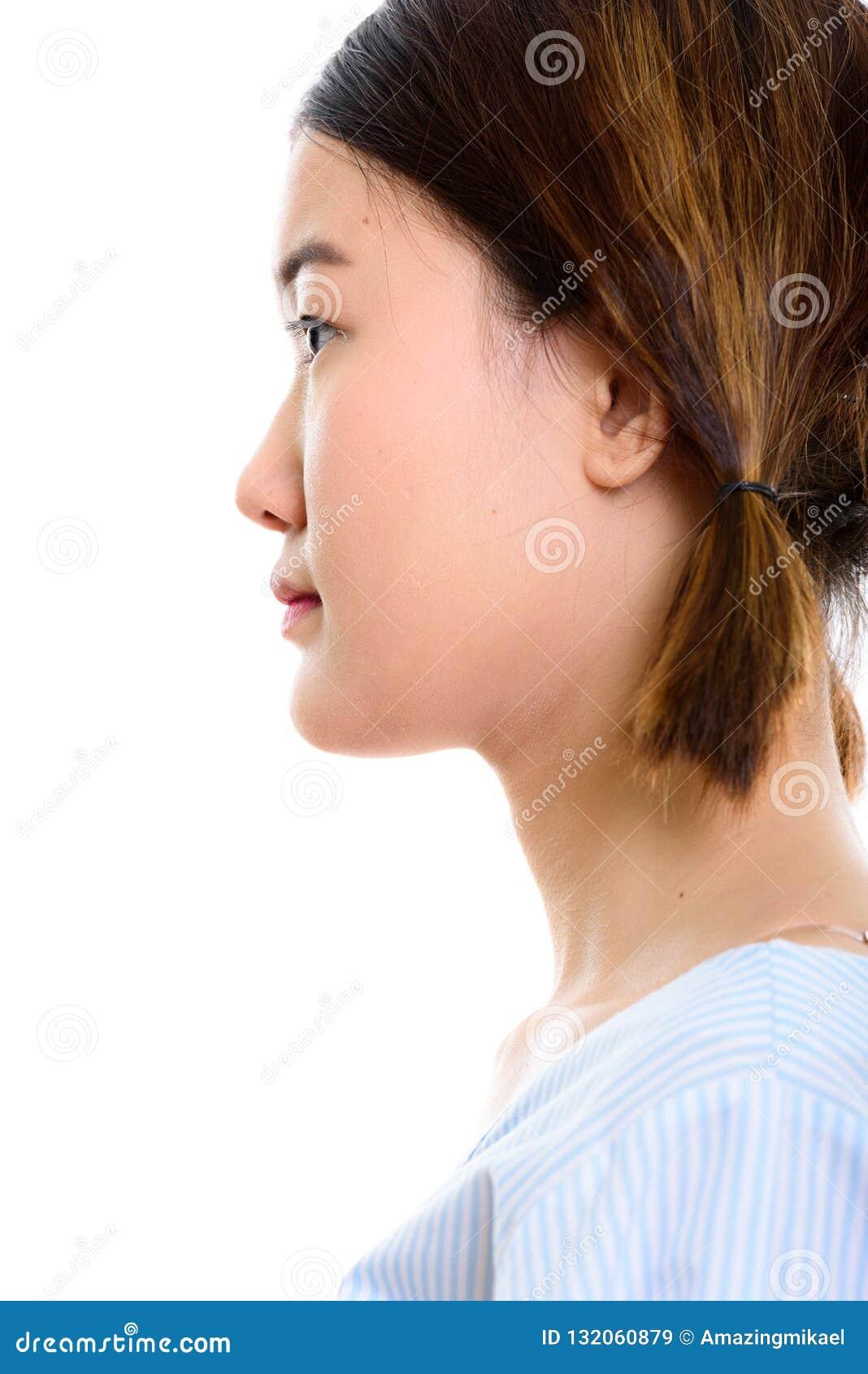 Profilsikt av framsidan av den unga härliga asiatiska kvinnan