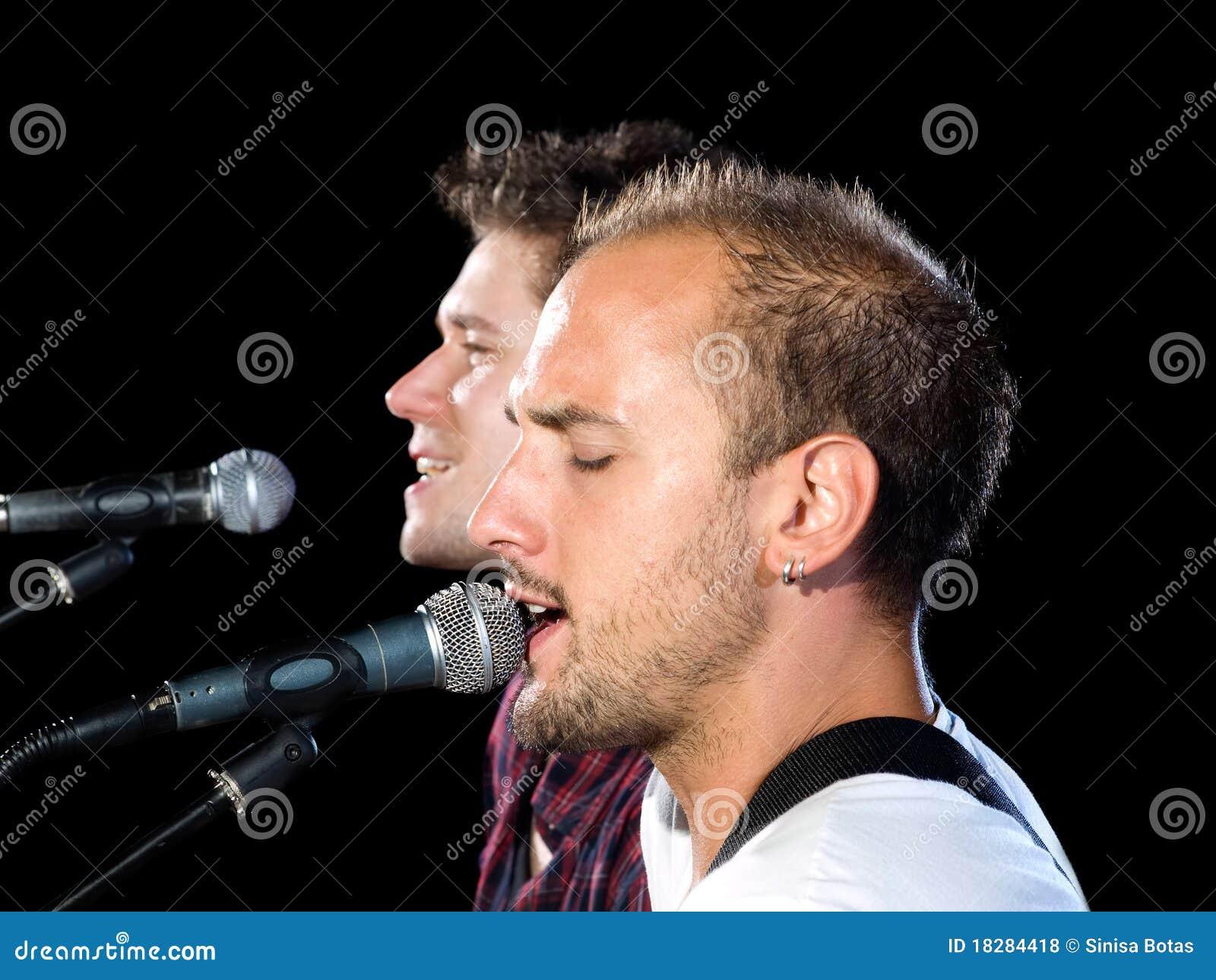 Profiluje piosenkarzów
