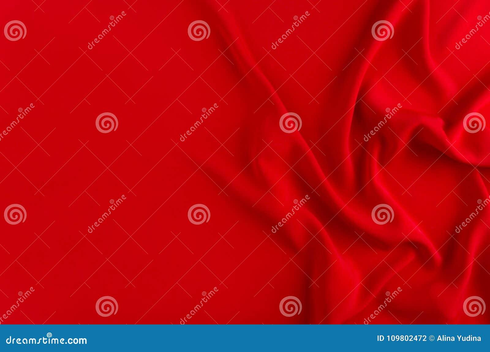 Profundamente - fundo liso de seda vermelho com espaço da cópia Contexto abstrato do amor