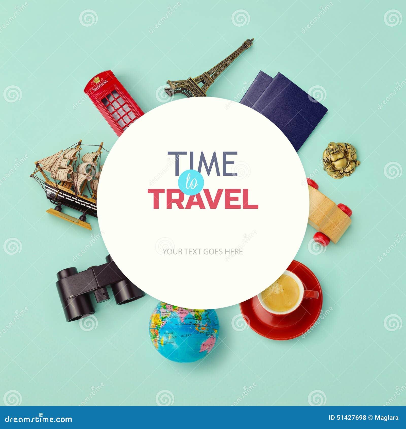 Progettazione alta di derisione del fondo di vacanze estive Gli oggetti si sono riferiti al viaggio ed al turismo intorno a carta