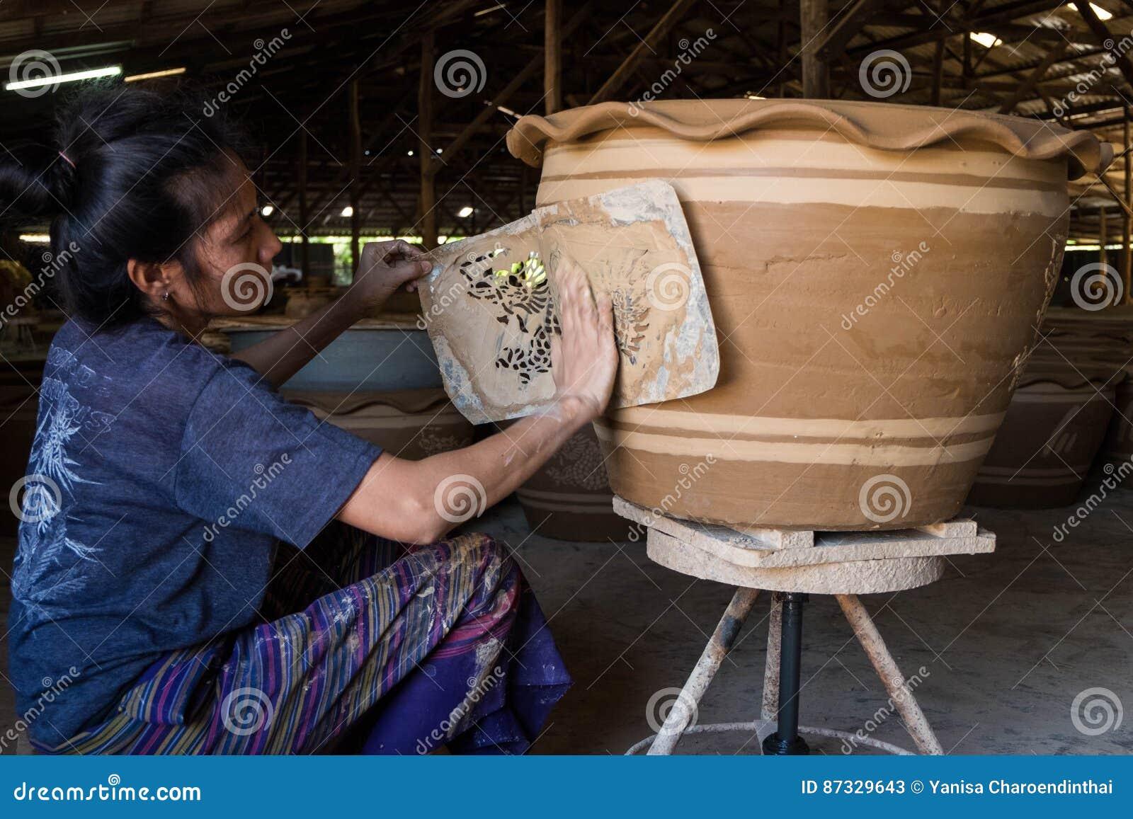 Progettazione del drago di stampa della lavoratrice con argilla bianca