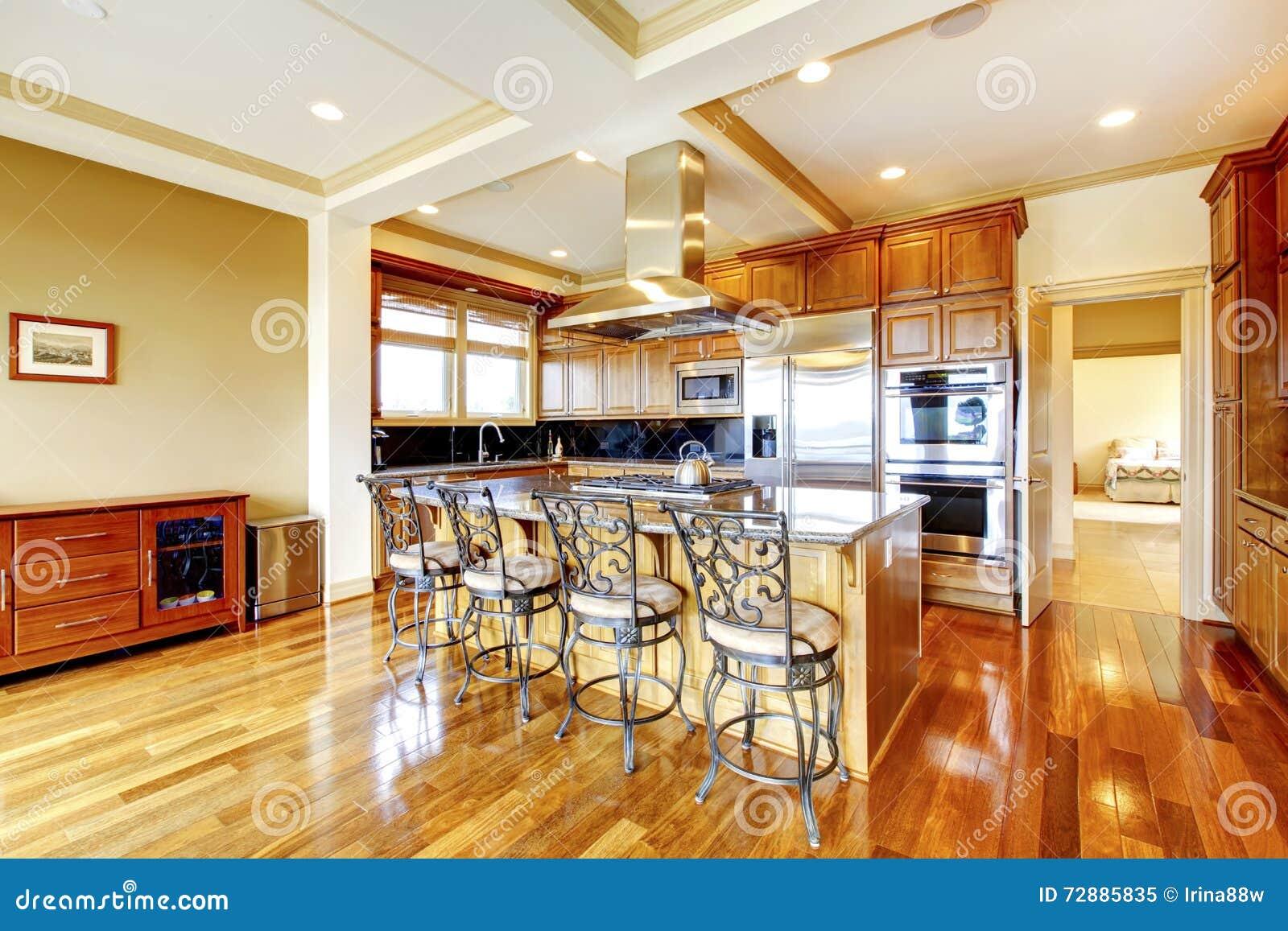 progettazione di legno moderna della stanza della cucina